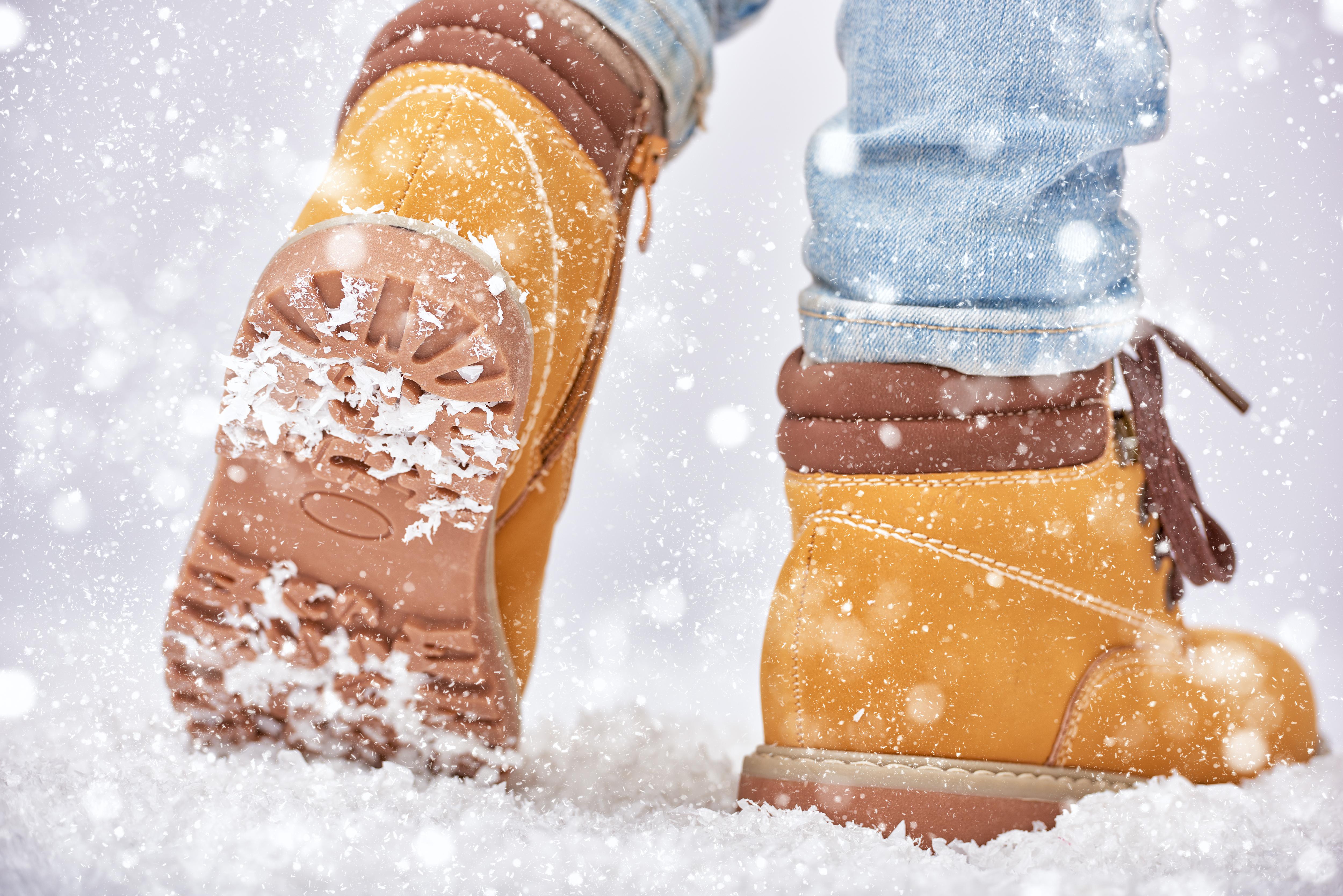 De flesta skosulor på vinterskor är inte utformade för snö och is - tester visar att vinterskor är riktigt usla ur halksynpunkt, enligt forskare.