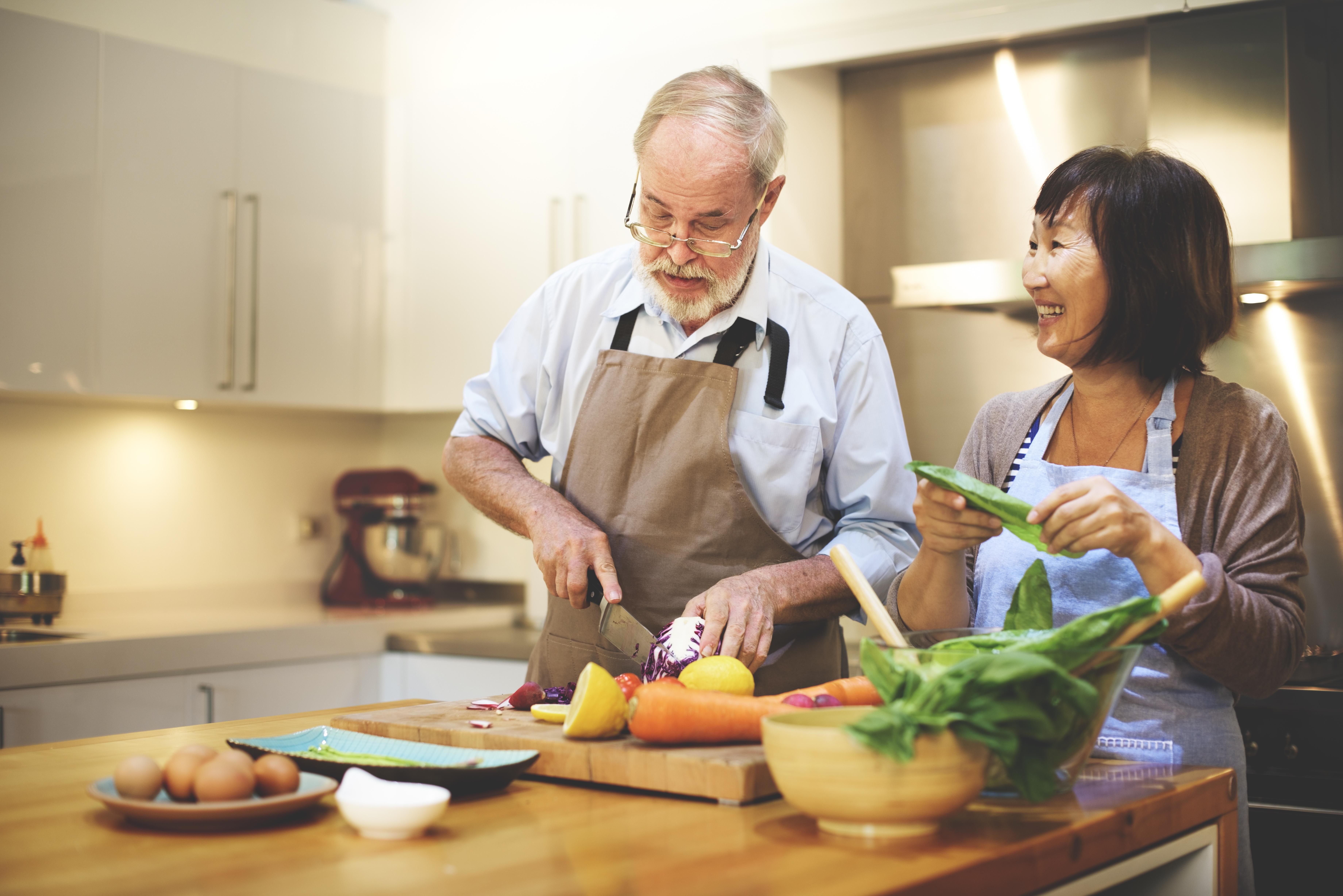Att äta hälsosamt kan vara en bra strategi för den som vill bibehålla hjärnans förmågor även på äldre dagar.
