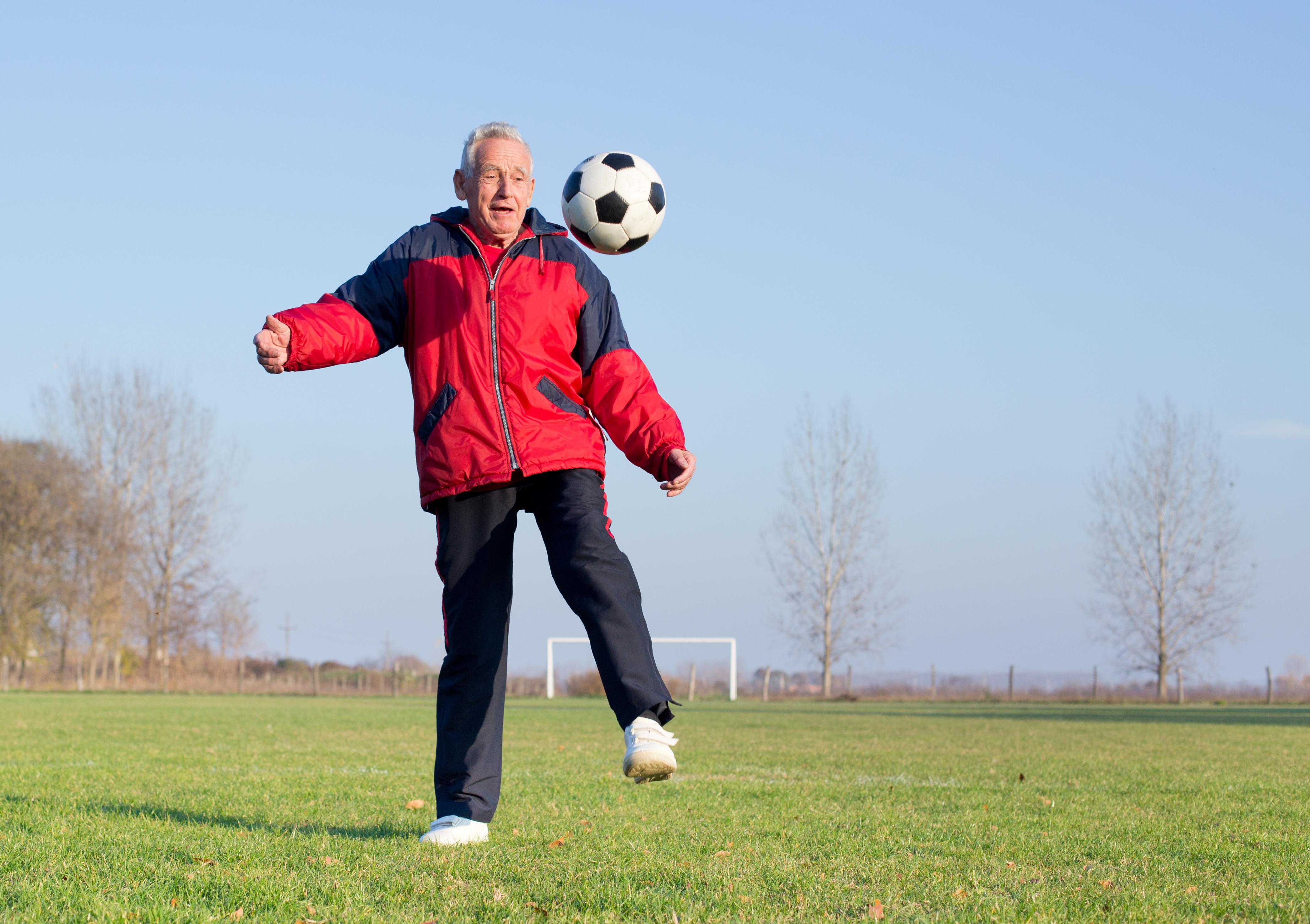 Fotbollsträning stärker både hjärta och ben och är en särskilt bra sport för 55-70-åringar som har eller är på väg att utveckla diabetes.