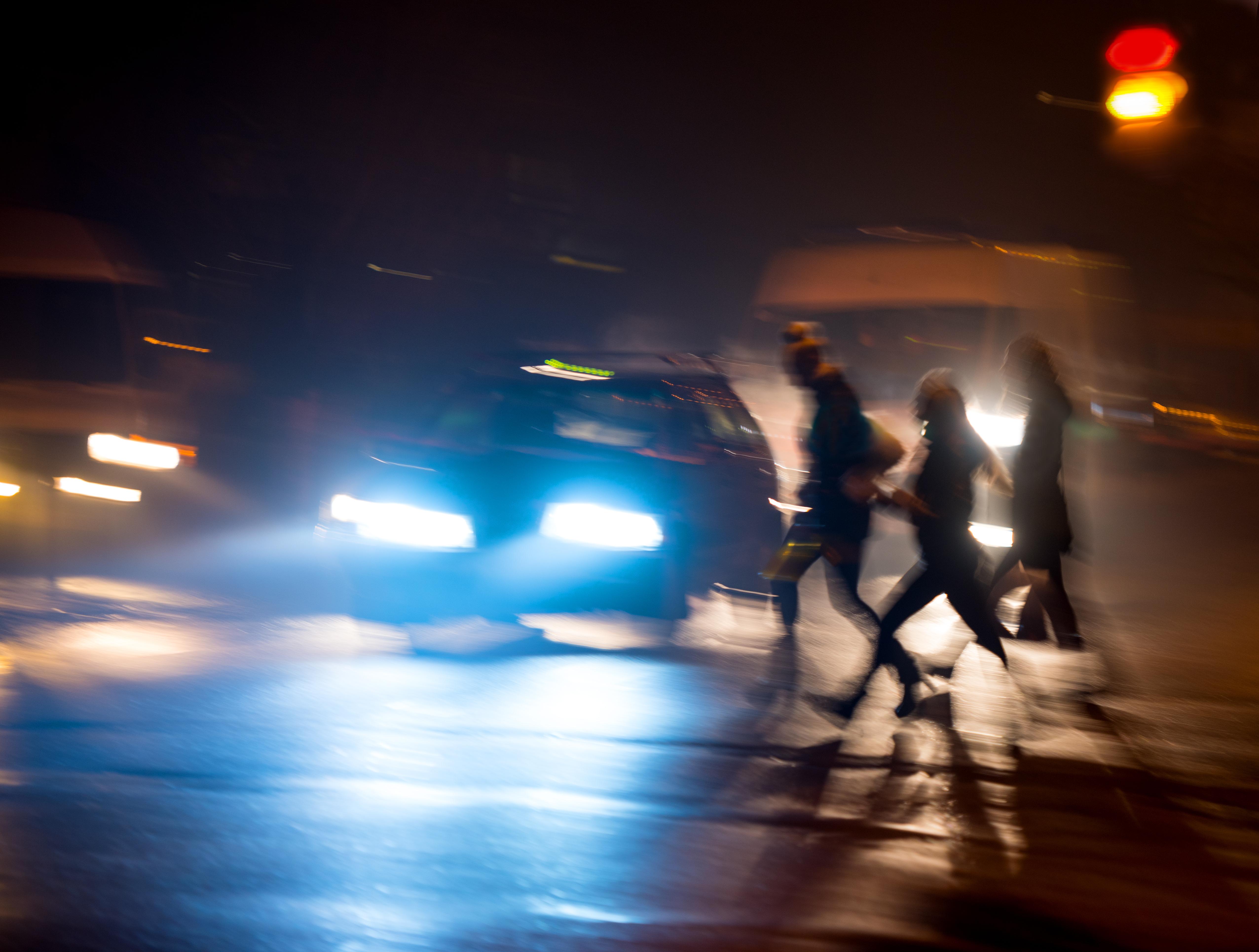 Transportstyrelsen har studerat sommar- och vintertidens betydelse för gåendes trafiksäkerhet genom att analysera olycksstatistik.