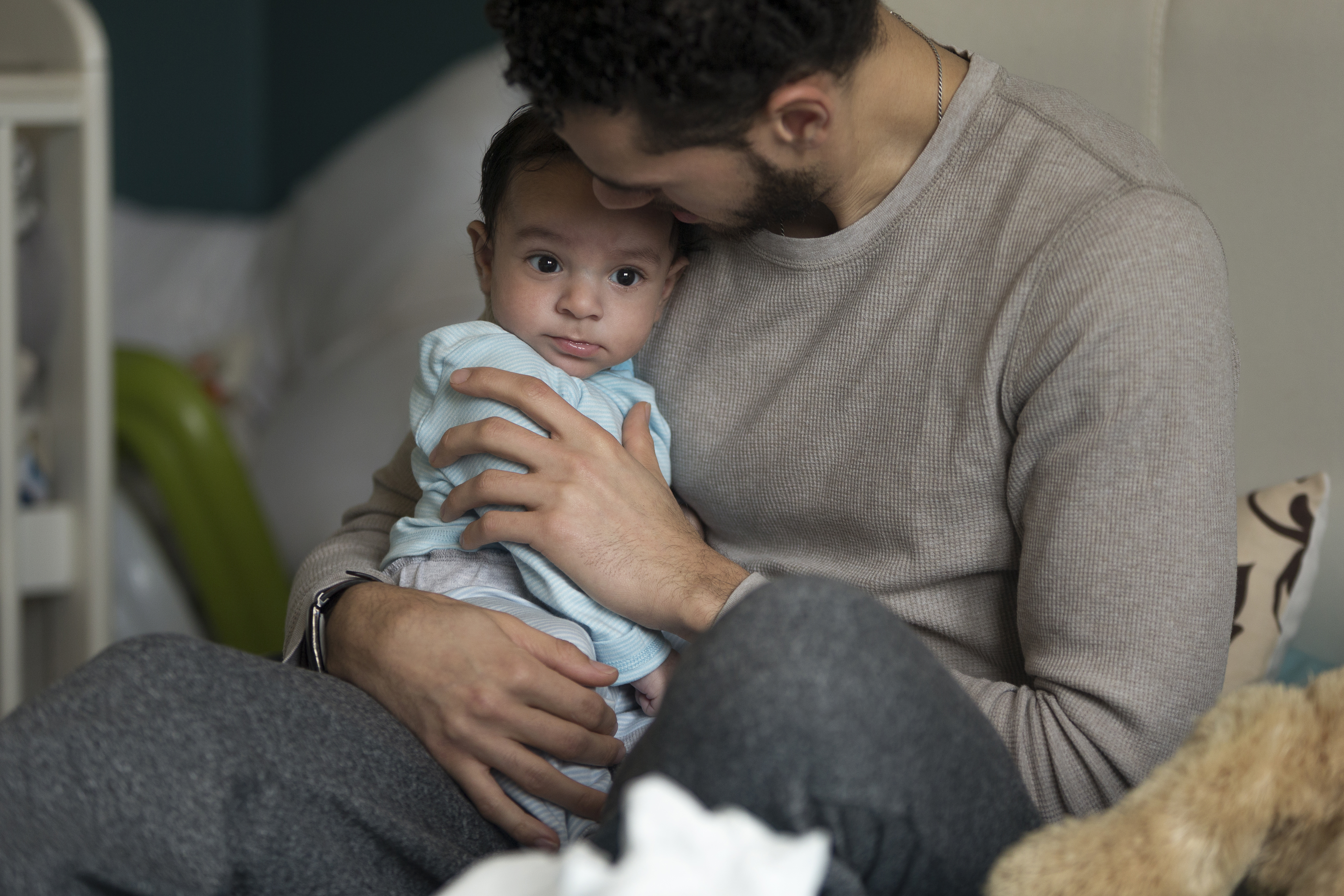 Inte nog med att barnen är sjuka och behöver tas hand om, föräldrarna blir också stressade över att de måste vara borta från jobbet.