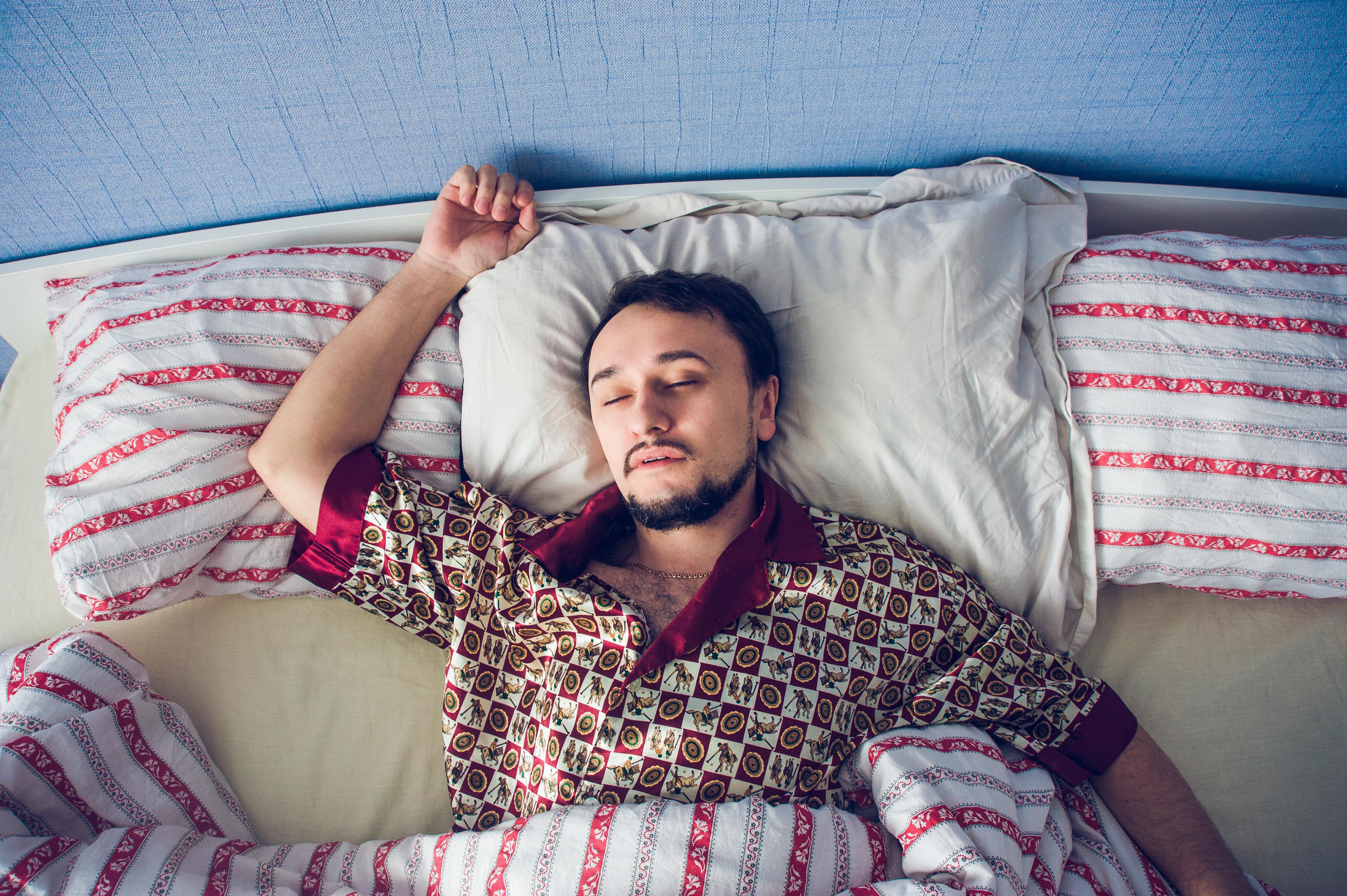 Forskning visar att det kan vara dina gener som avgör hur mycket sömn just du behöver.