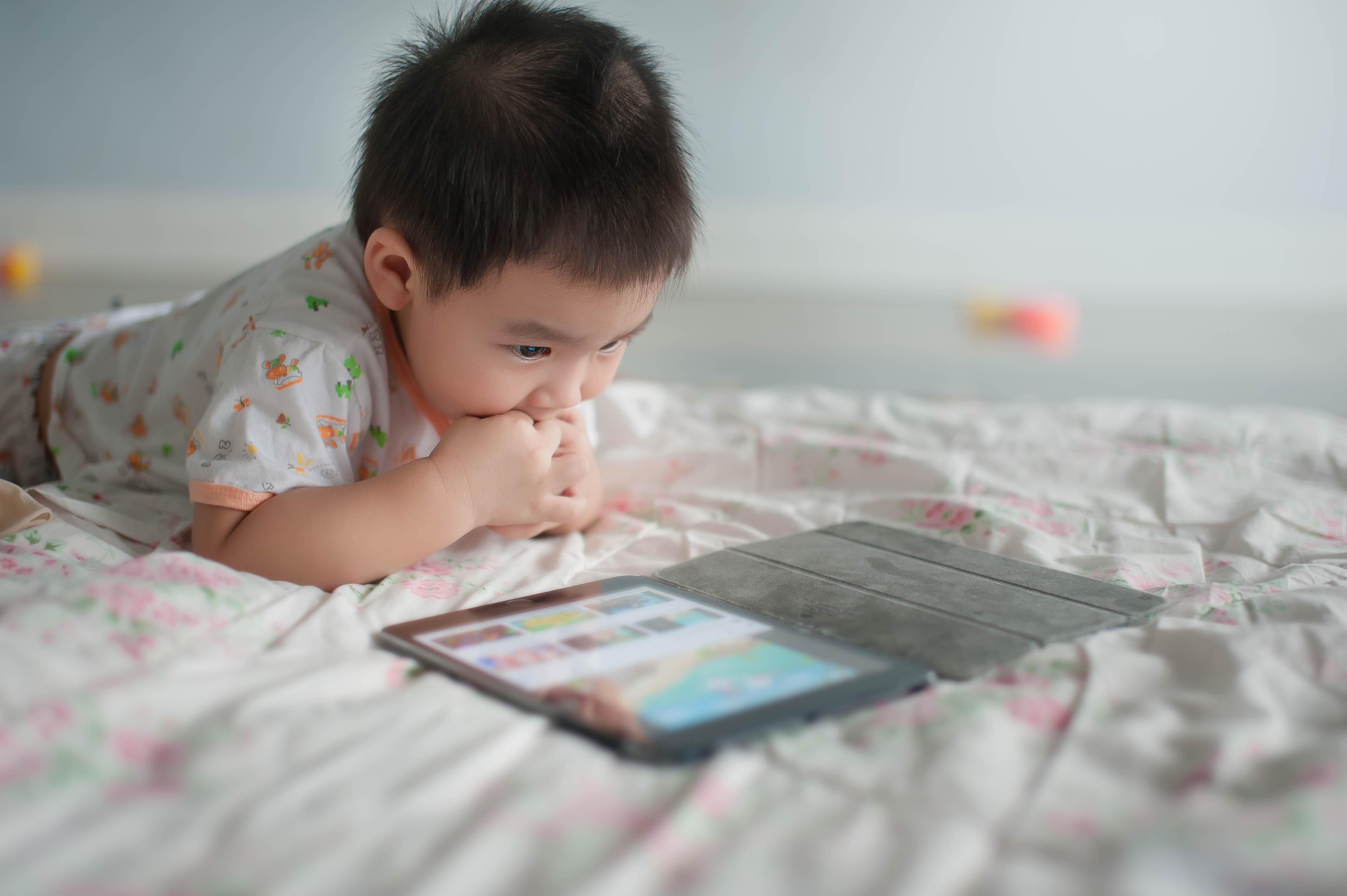 Det finns idag många valmöjligheter när det kommer till både spel och pedagogiska appar för små barn.