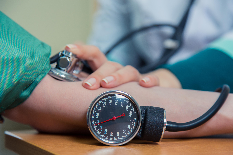 Antalet personer i världen som lever med högt blodtryck har fördubblats de senaste fyrtio åren.