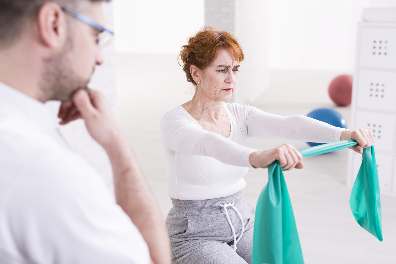 Man vet inte exakt varför men fler kvinnor än män drabbas av artros.