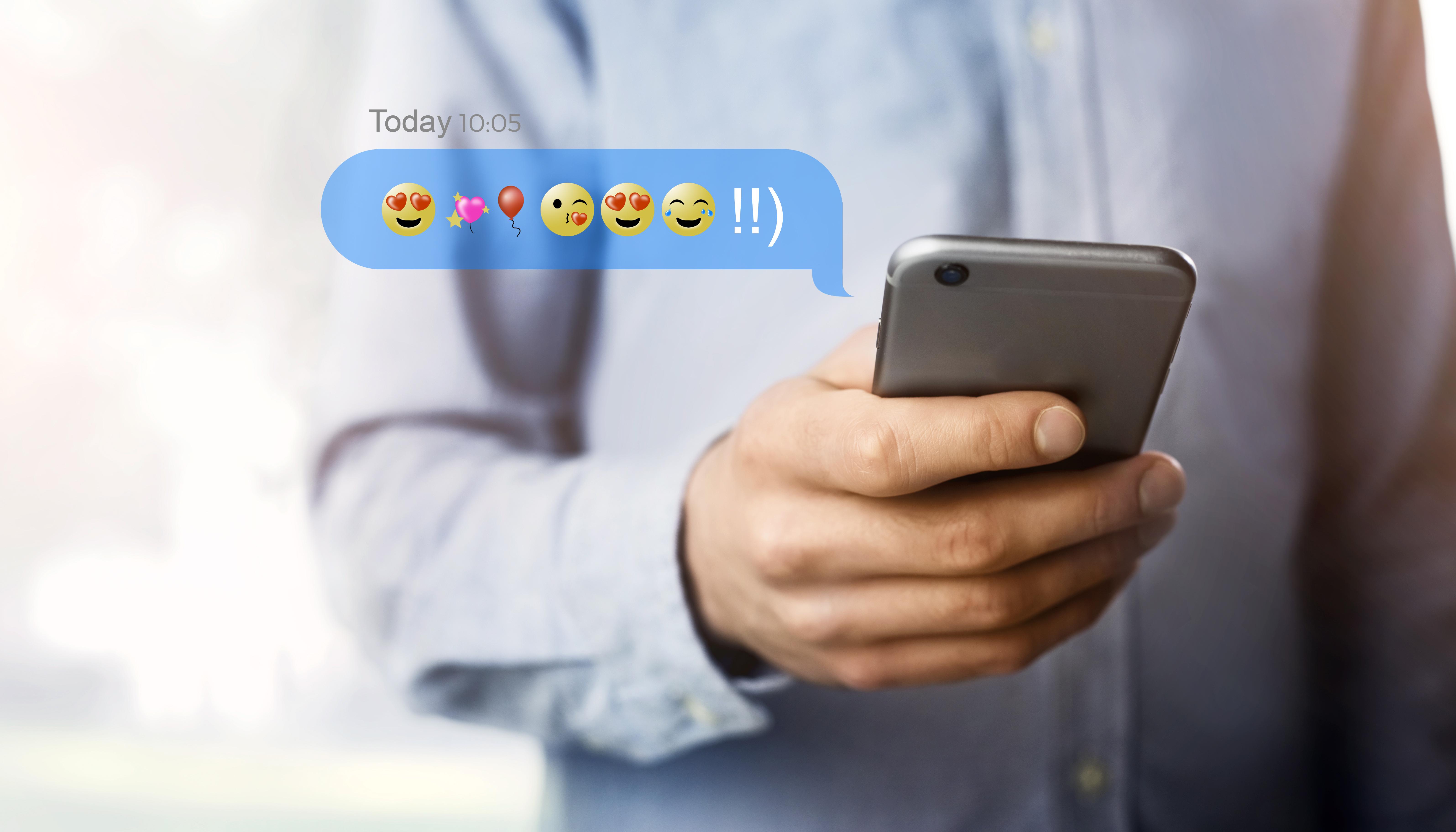Användningen av emojis kan liknas vid vårt sätt att gestikulera. Vi använder emojis till att förstärka känslomässiga uttryck.
