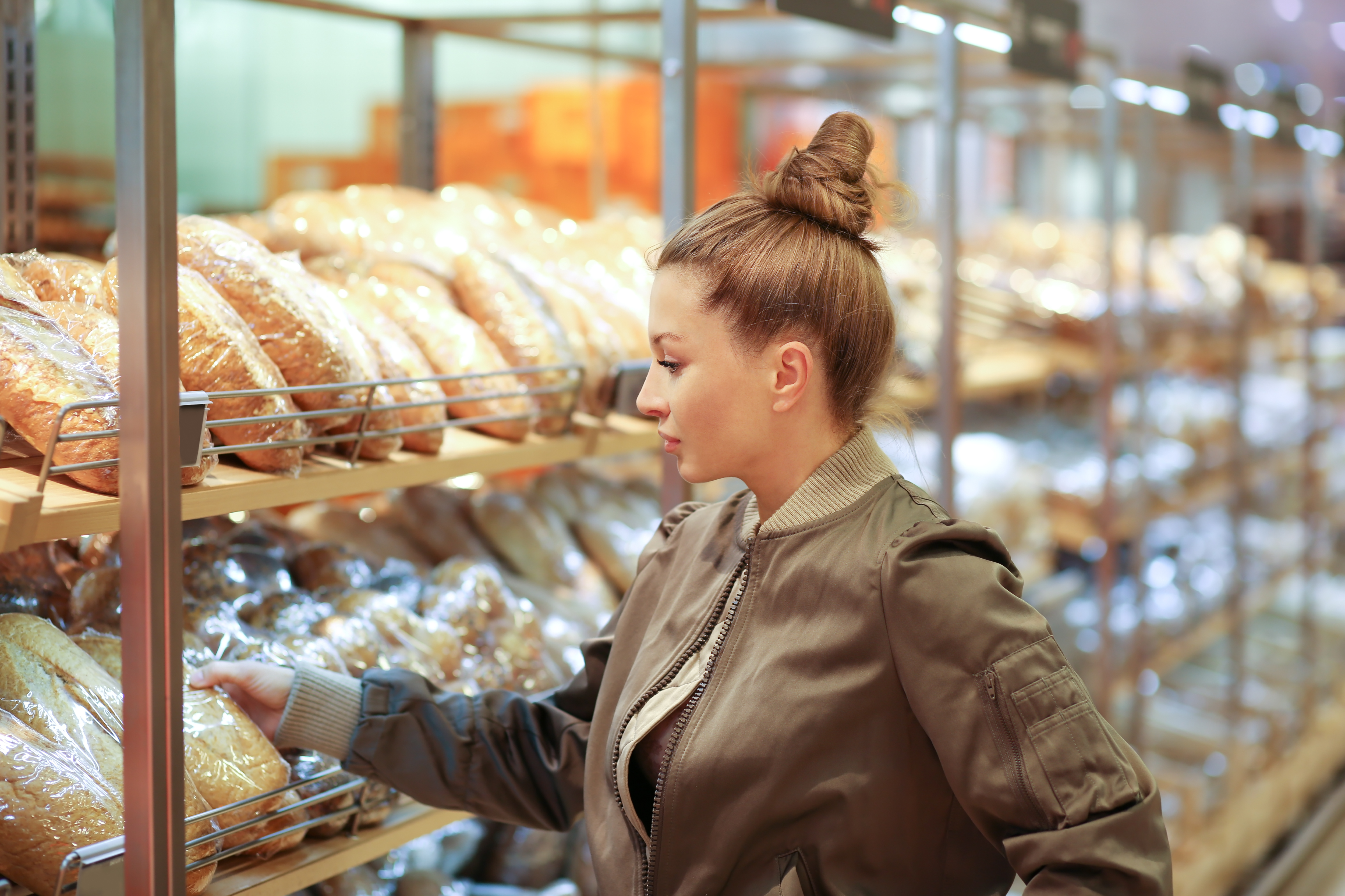 För den som inte är diagnostiserad med glutenintolerans kan det bara vara en dyr historia att köpa glutenfritt i butikerna.