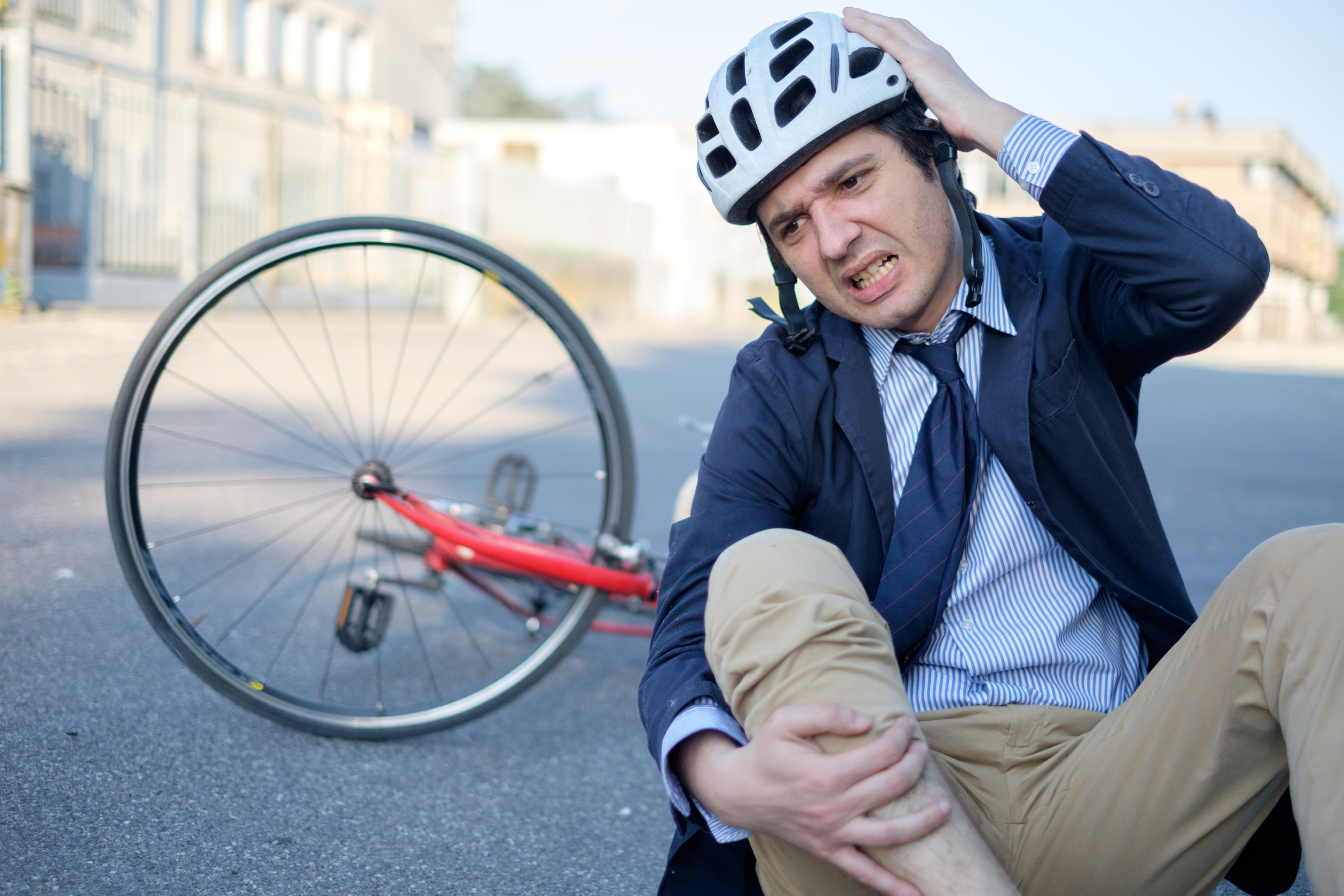 Att använda hjälp kan bidra till att en eventuell olycka på cykeln inte behöver leda till allvarliga skallskador.