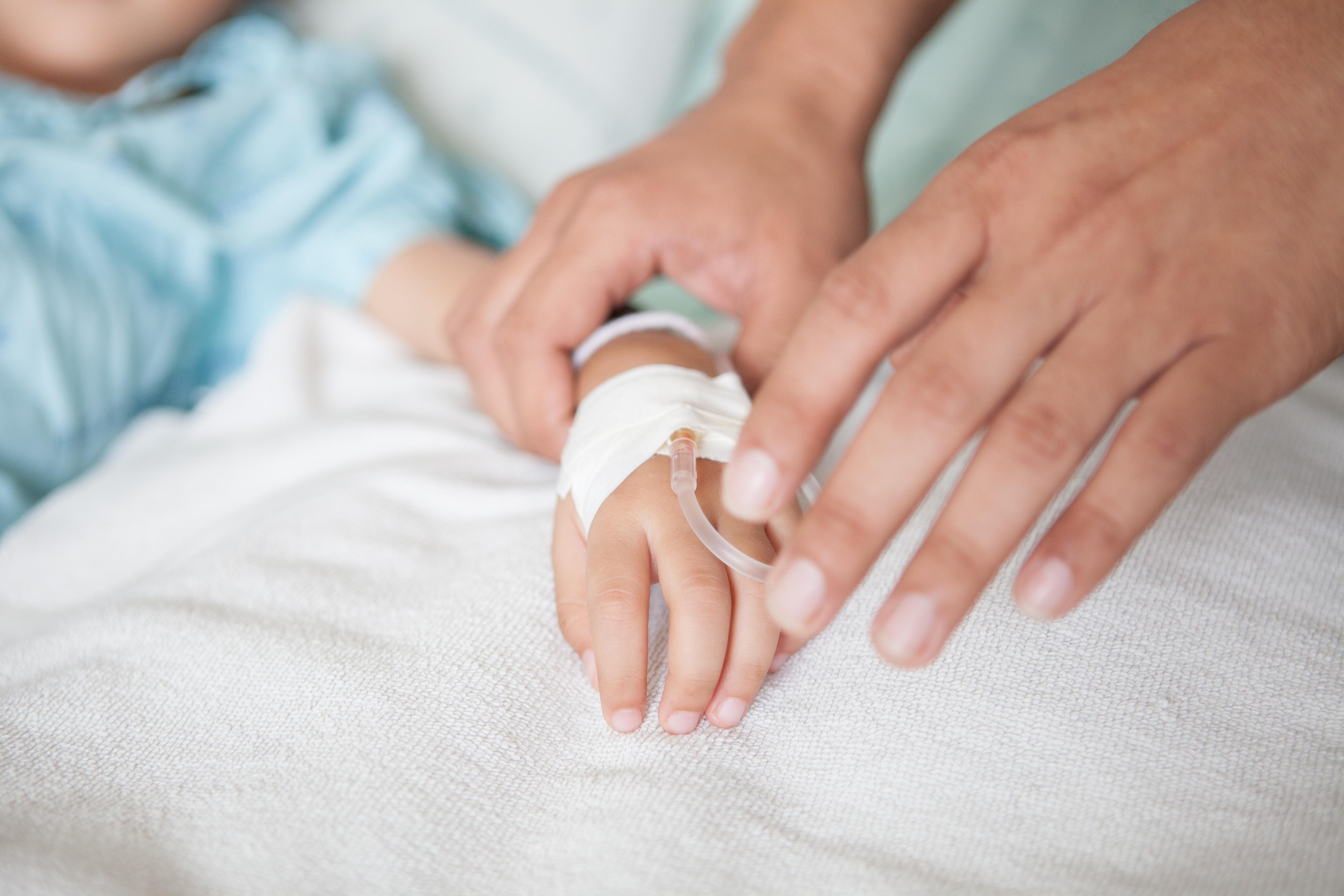Idag överlever 80 procent av de barn som drabbas av cancer men det räcker inte Barncancerfonden vill se att samhälle och läkemedelsbolag engagerar sig ytterligare.
