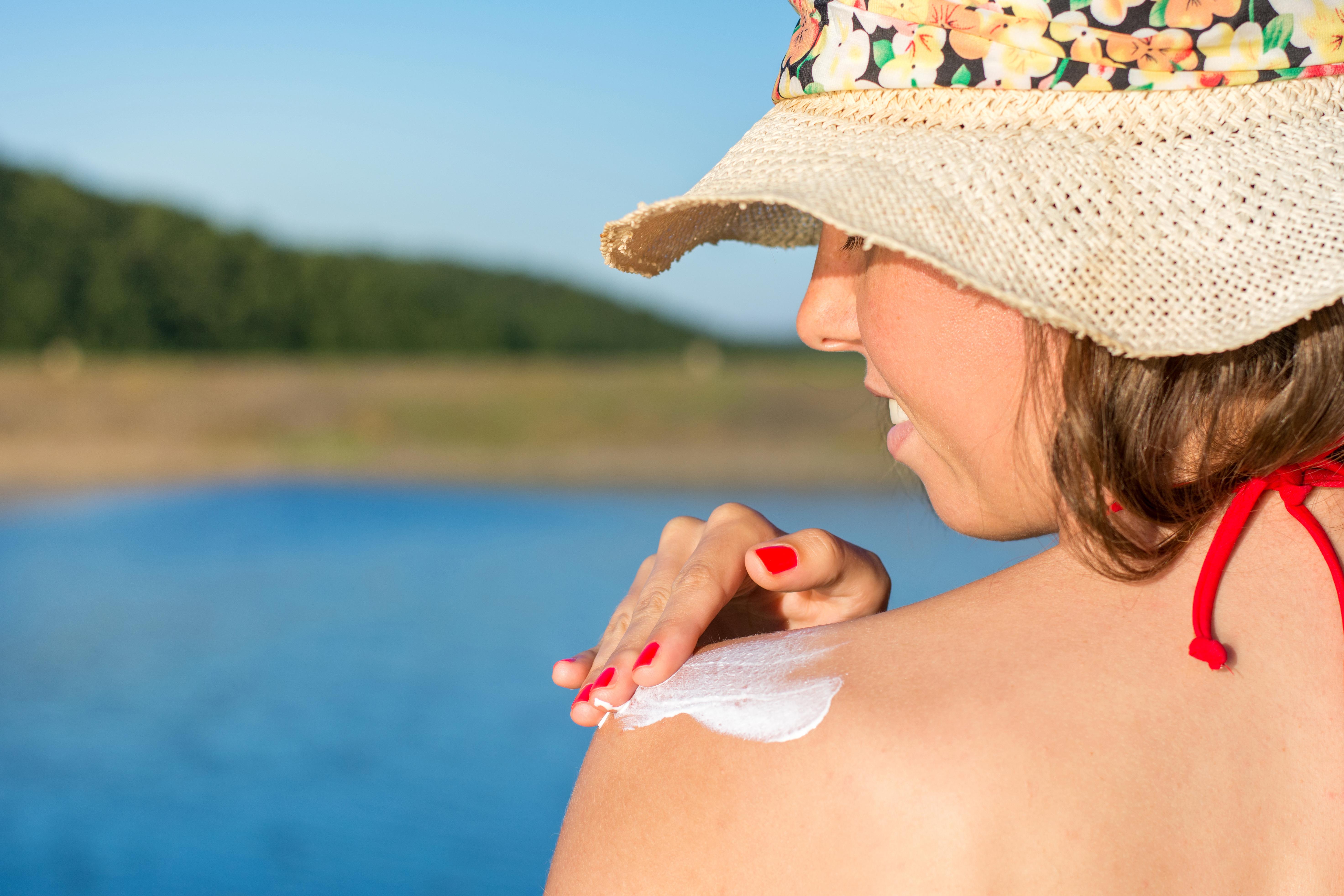Vilken SPF-faktor som passar dig beror på hudtyp och yttre faktorer.