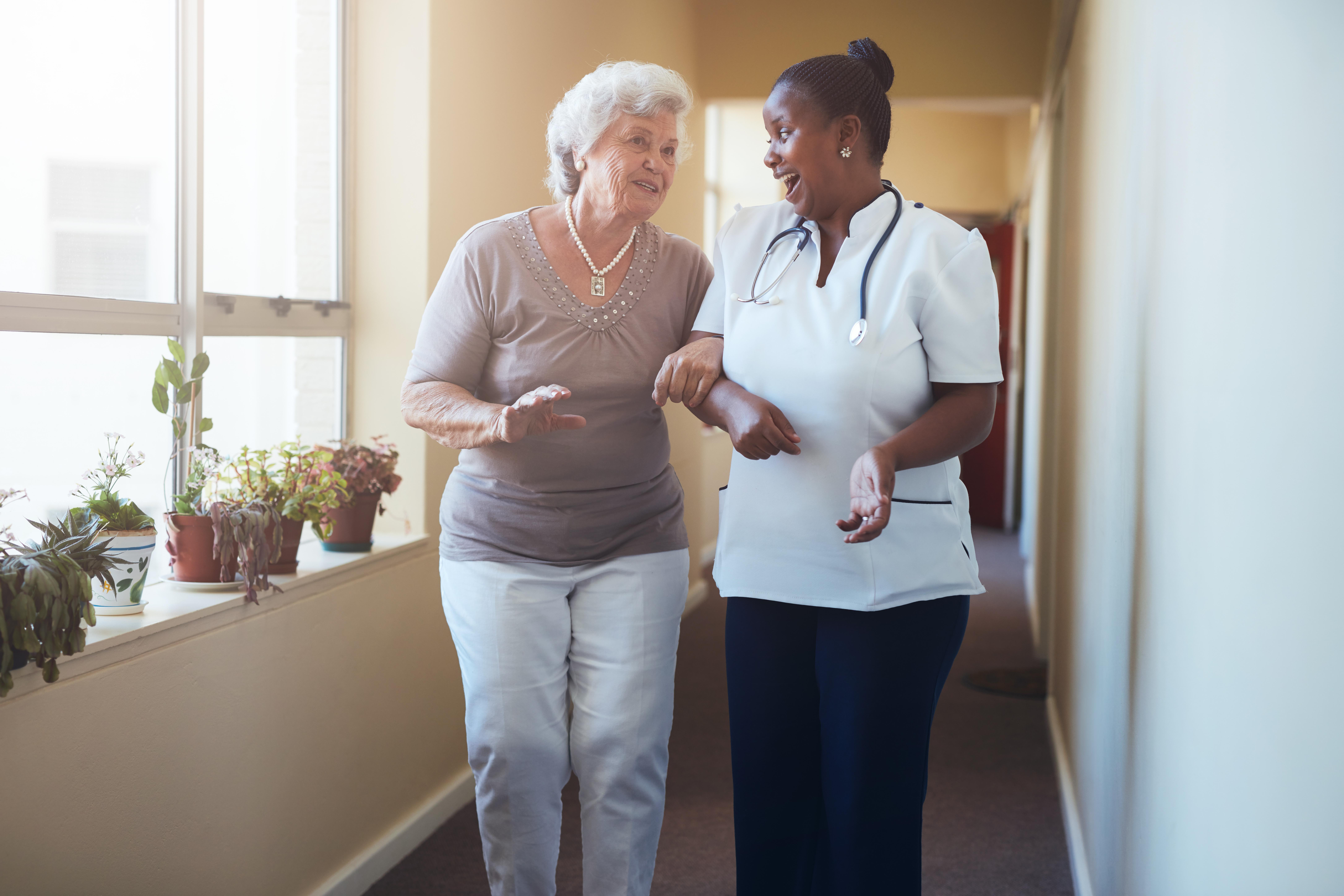 Vid besök hos en sjuksköterska kan patienten få hjälp med mycket, till exempel omläggning av sår.