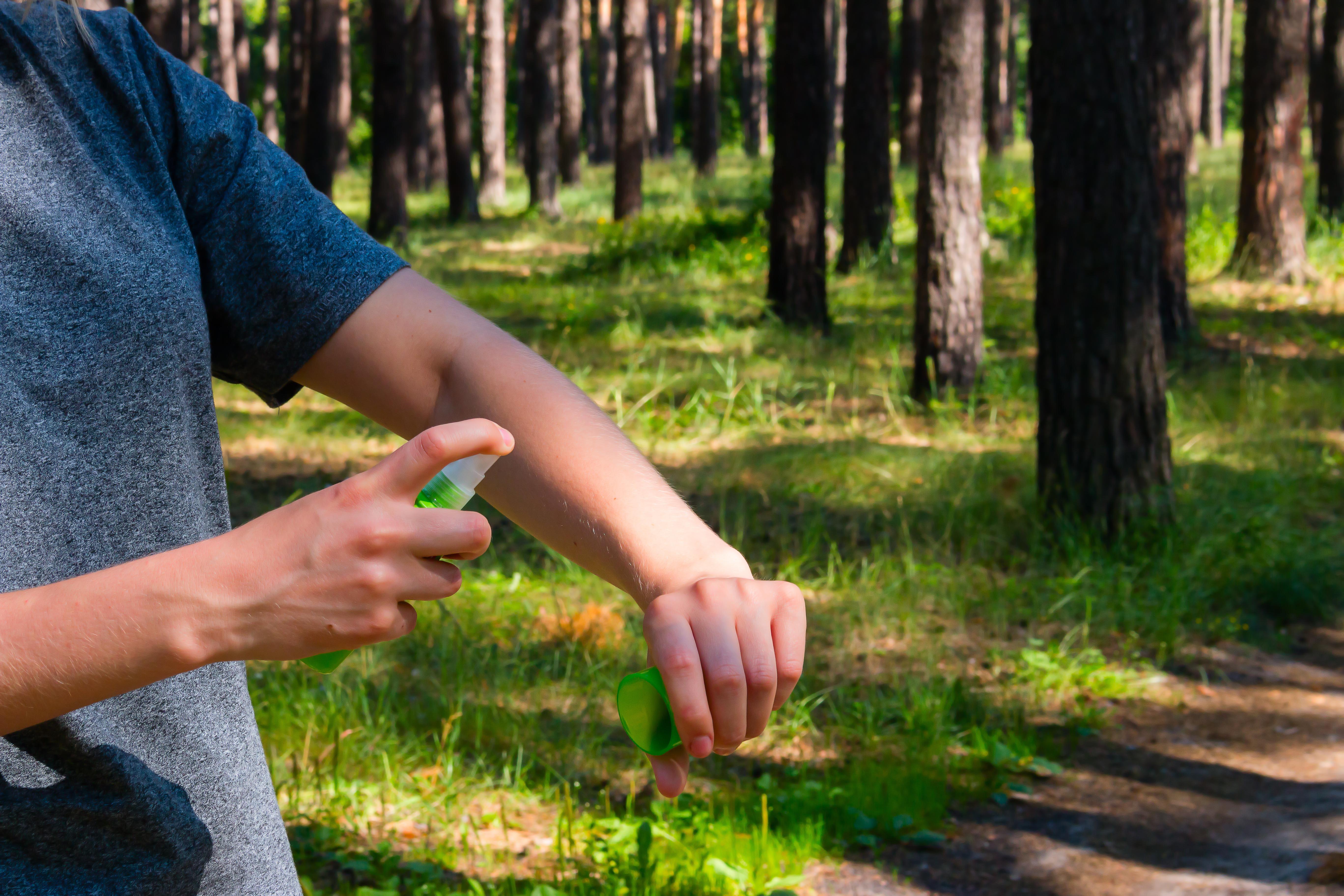 Det finns en uppsjö produkter för att hålla krypen borta och förebygga risken att bli biten.