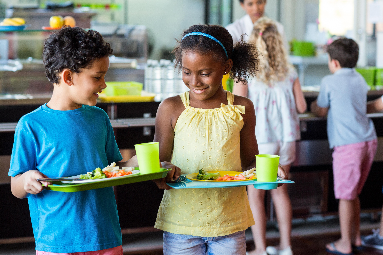 Eftersom många av barnets måltider intas på förskolan blir det en naturlig plats att lära barnen ett sunt förhållningssätt till mat.