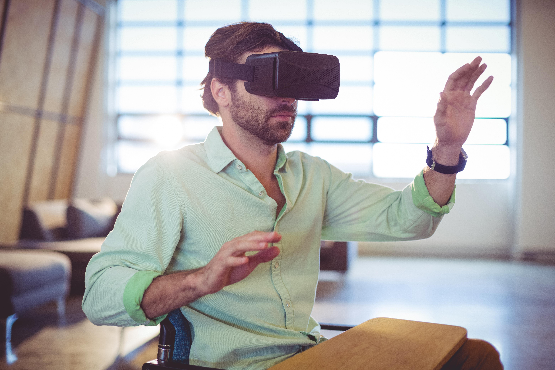 För att råda bot på talarskräcken testas nu en ny behandlingsmetod då man använder sig av virtual reality (VR).