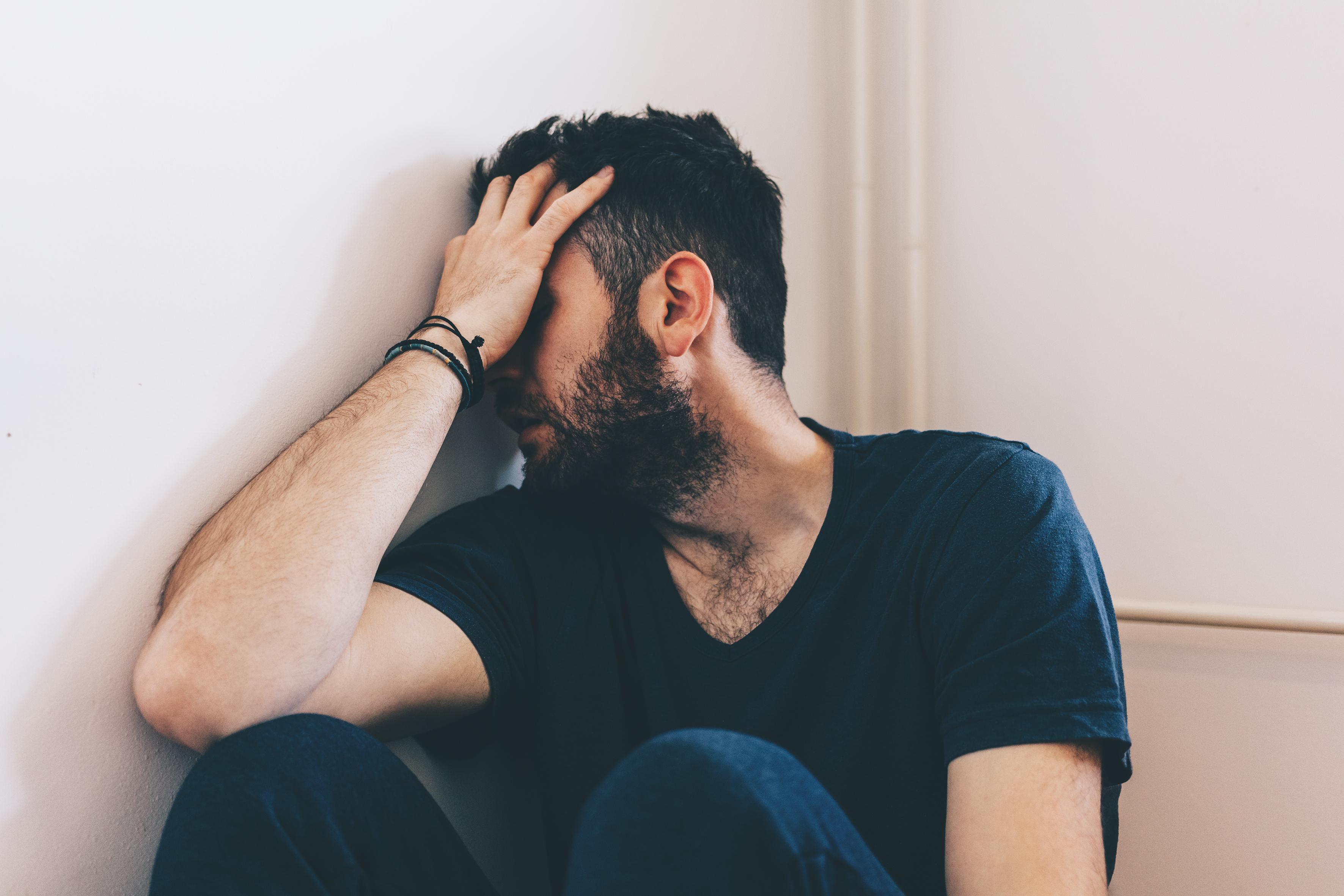 """Självmord är den ledande dödsorsaken bland män mellan 15 och 44 år i Sverige. Därför är kampanjen """"Stör döden"""" specifikt ritad till män."""