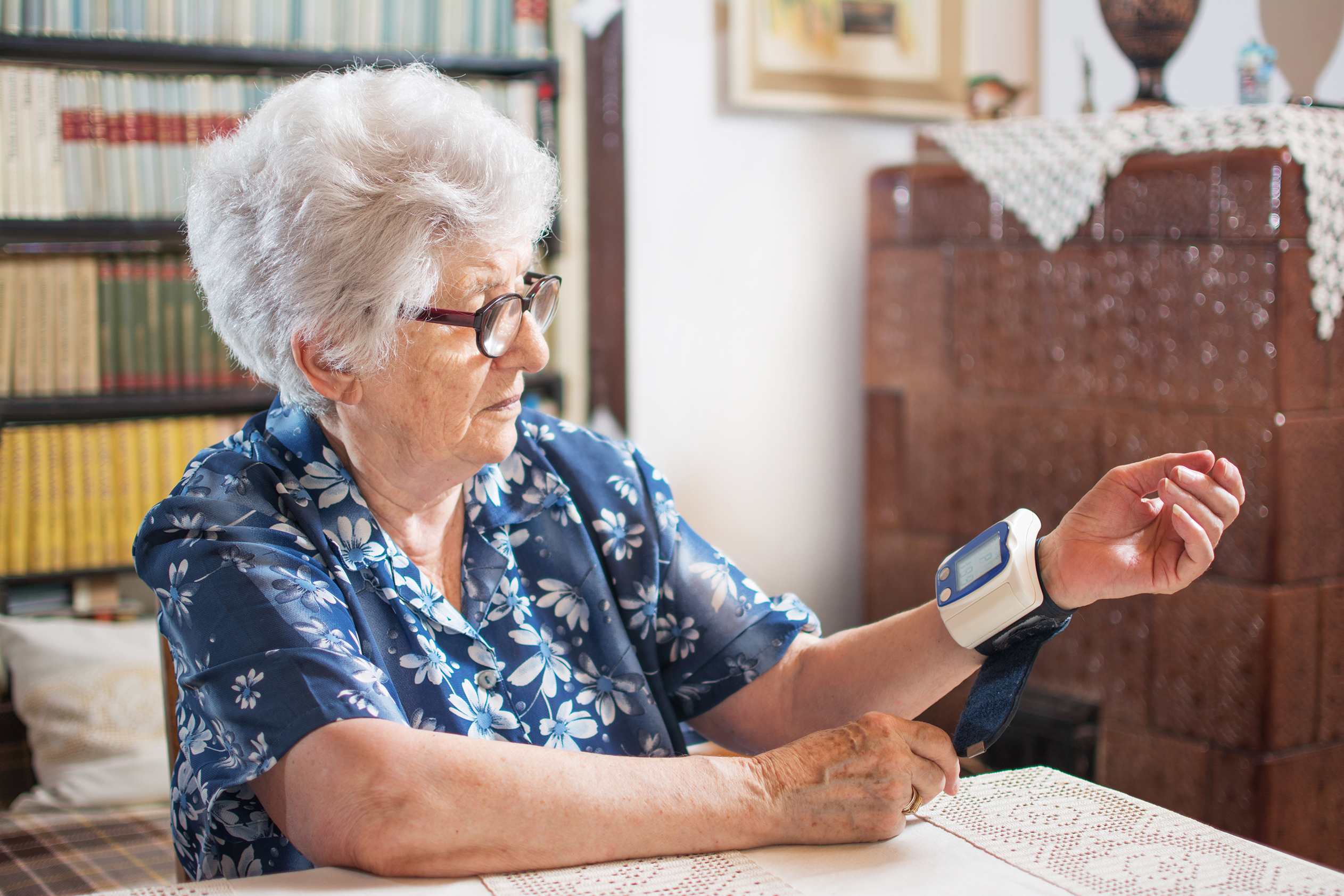 Mätning av blodtryck i hemmet kan underlätta för läkare vid behandling av högt blodtryck.