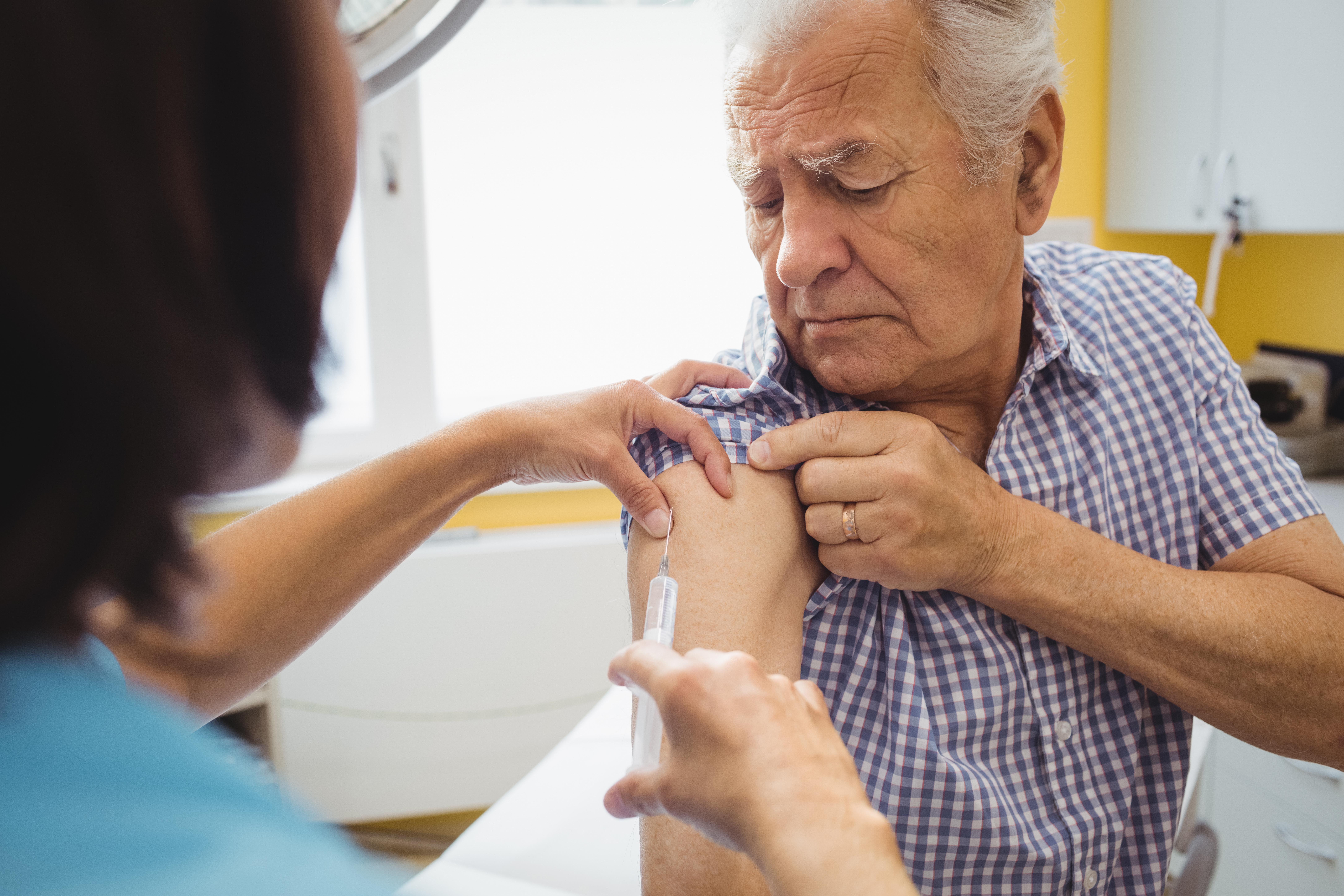 Marika Hjertqvist vid Folkhälsomyndigheten menar att utbredningen av TBE skulle vara ännu större om inte så många redan vaccinerade sig.