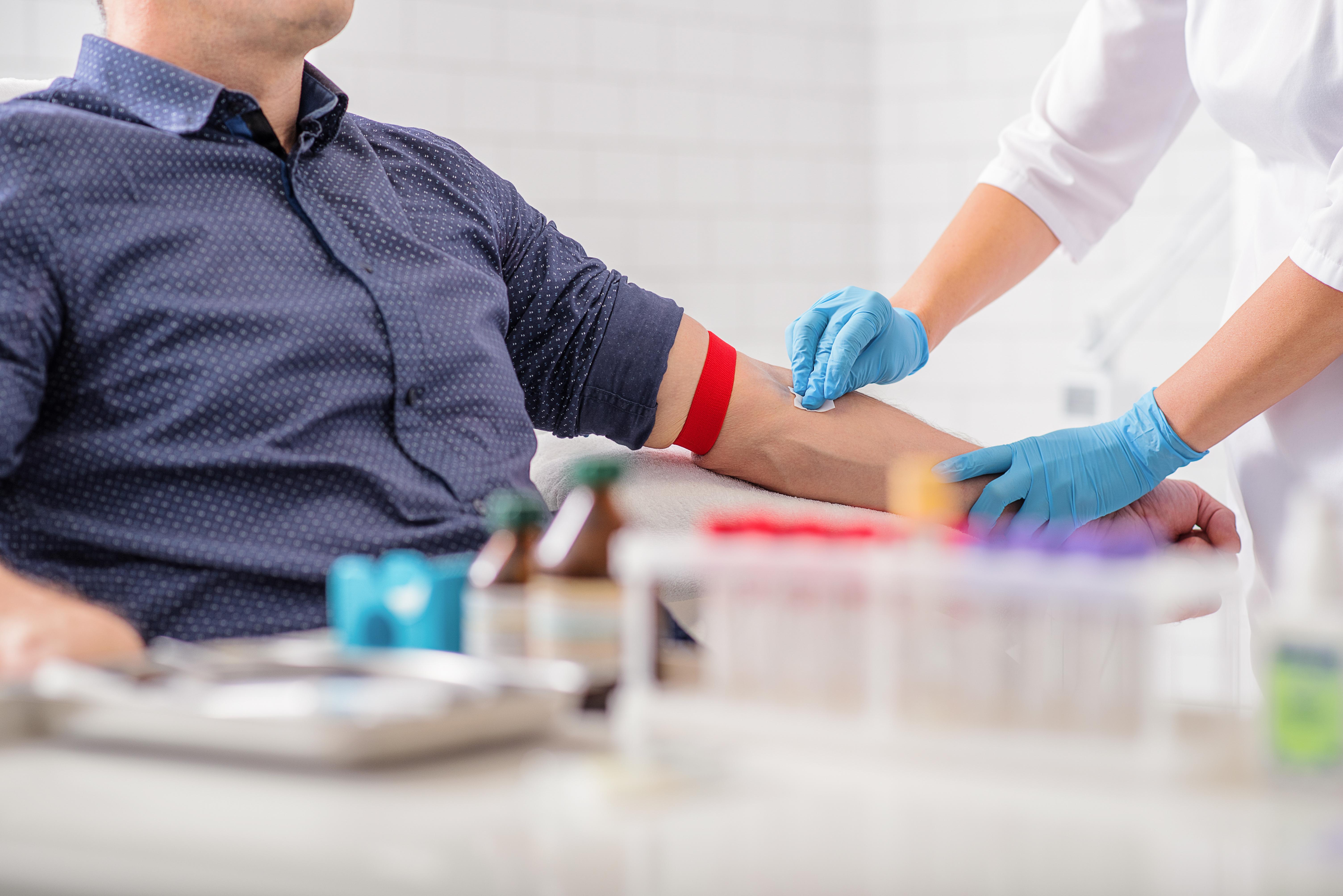 Ett PSA-test är ett enkelt blodprov som tas på sjukhus eller vårdcentral.