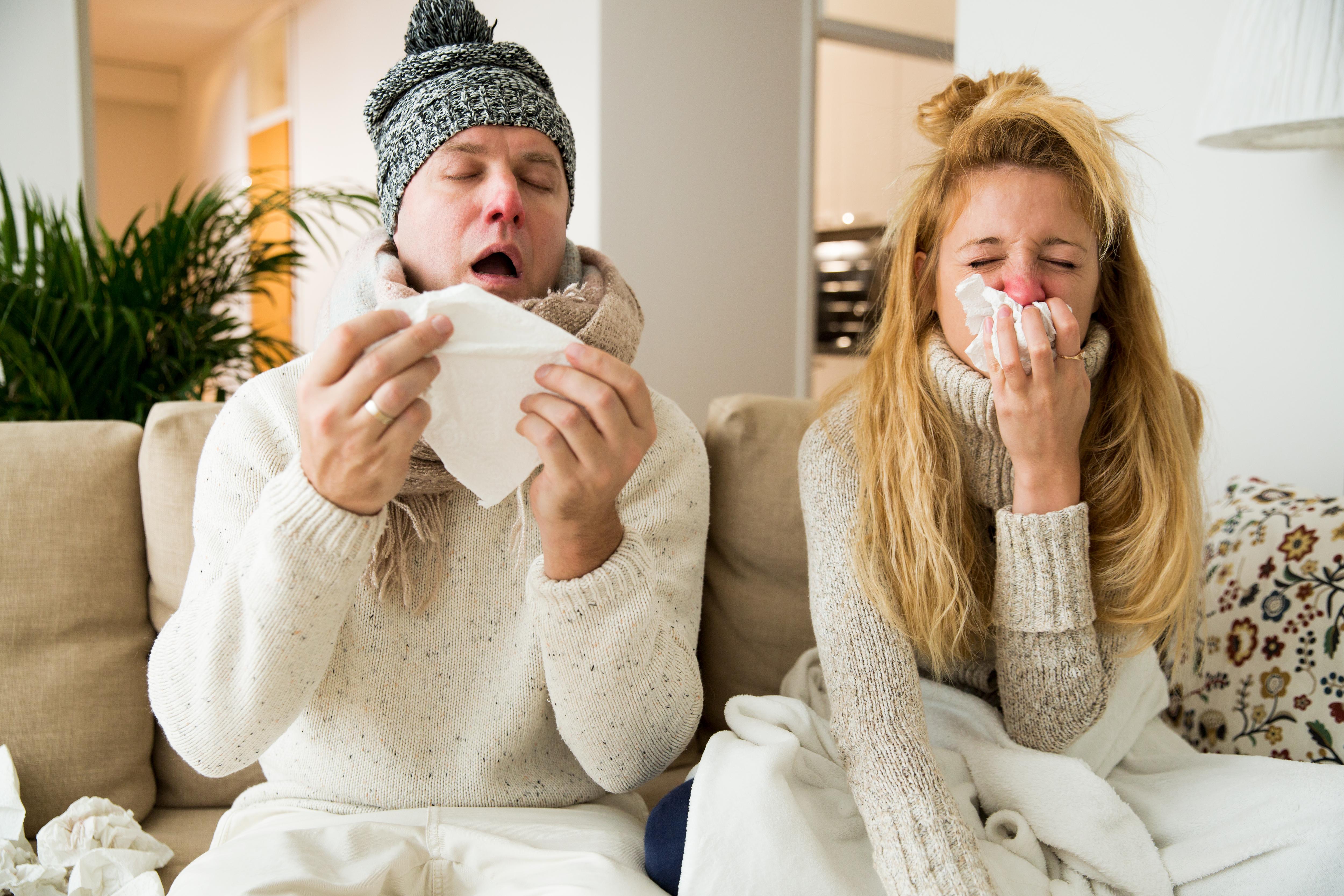 De vanligaste symtomen på influensa är allmän sjukdomskänsla, hög feber, hosta och snuva.