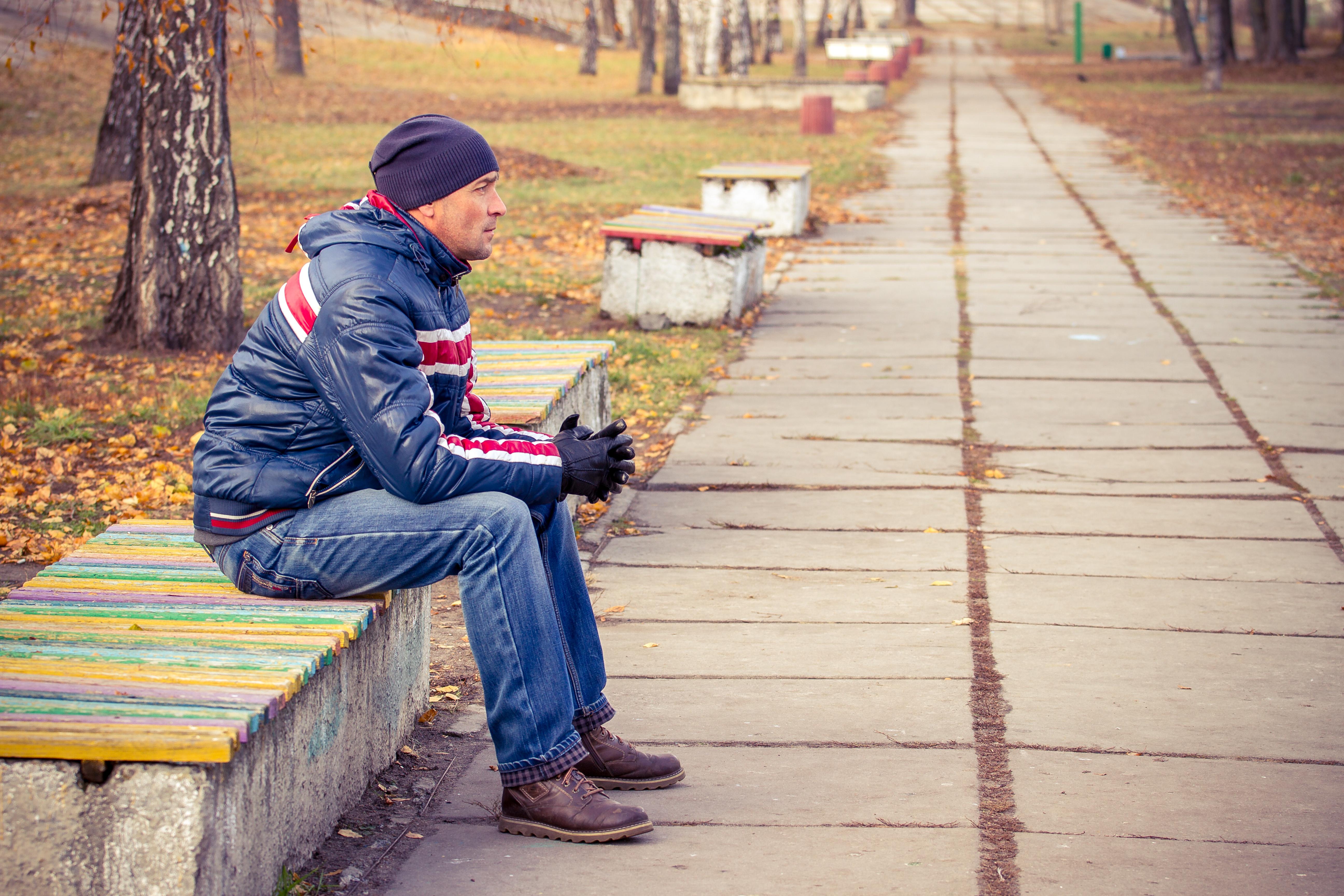 Enligt undersökningen vill hela 64 procent av de svenska männen umgås mer med sina vänner än vad de gör idag.