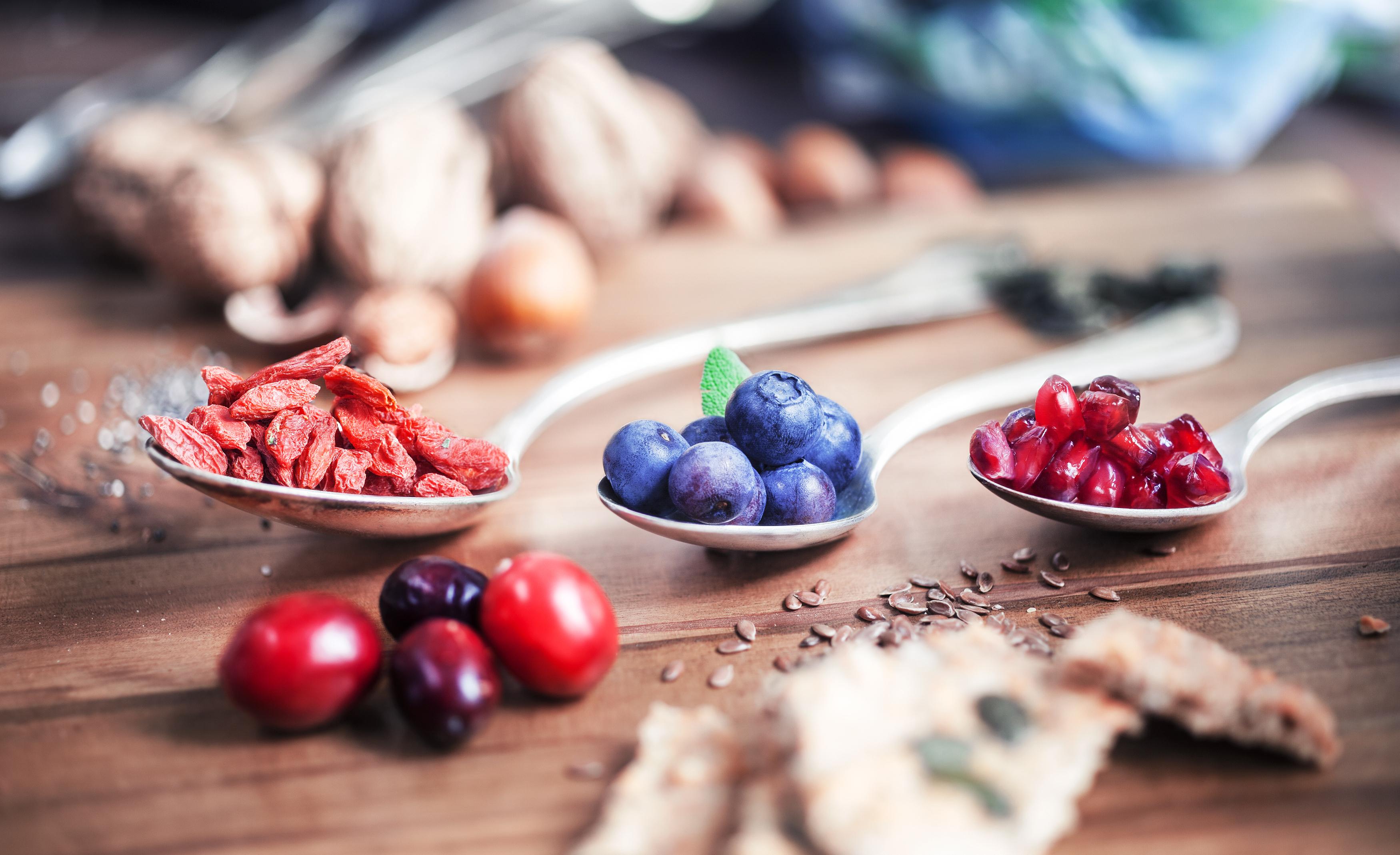 Nordiska livsmedel som blåbär, lingon, tranbär och nässlor går också under benämningen supermat.