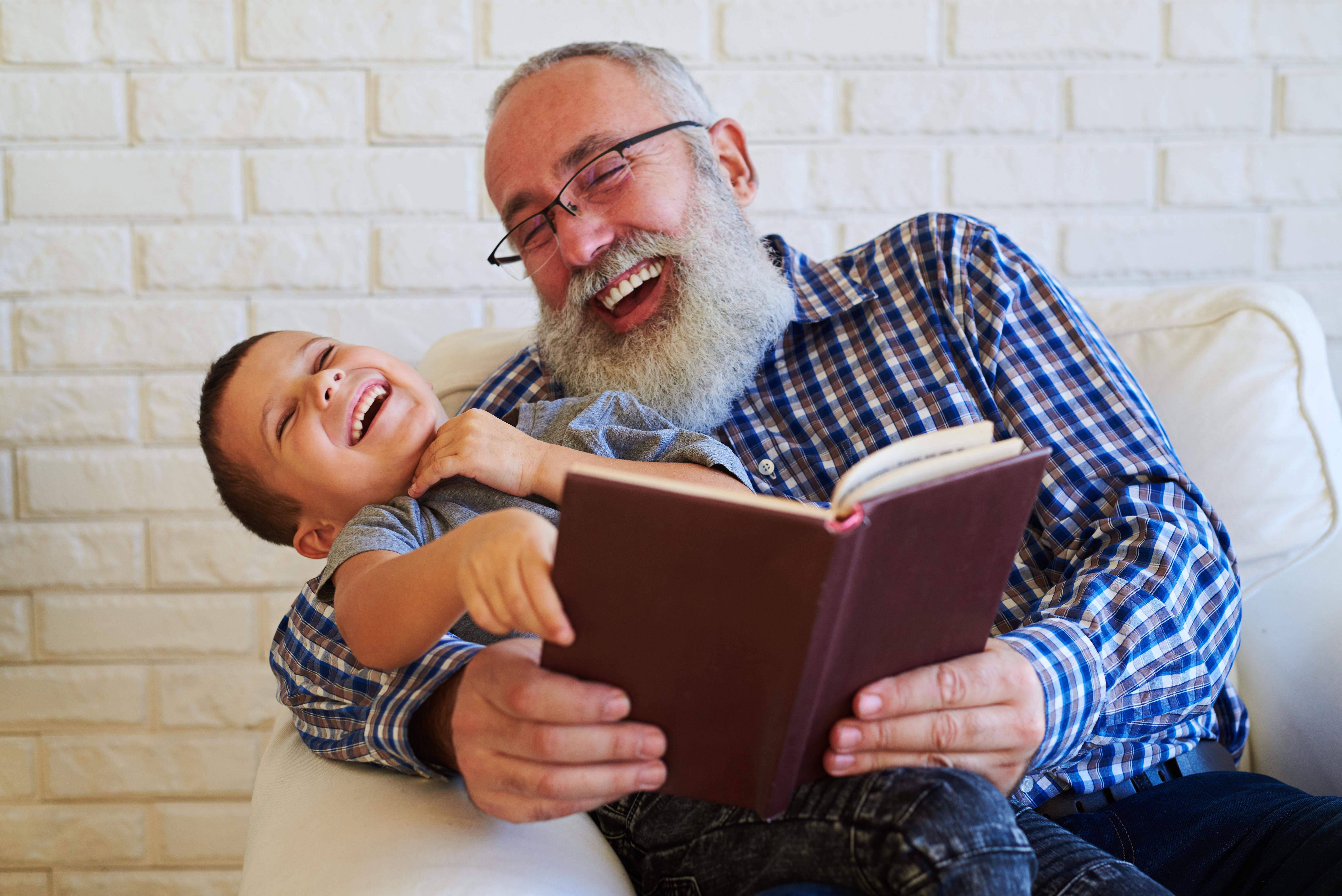 När avståndet till mor- och farföräldrar är kort kan man som småbarnsförälder få praktisk hjälp i vardagen.
