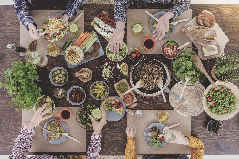 Med dagens kunskap vet vi att de flesta kan påverkar sin hälsa positivt genom att äta mer grönsaker, frukt, bär och fullkorn.