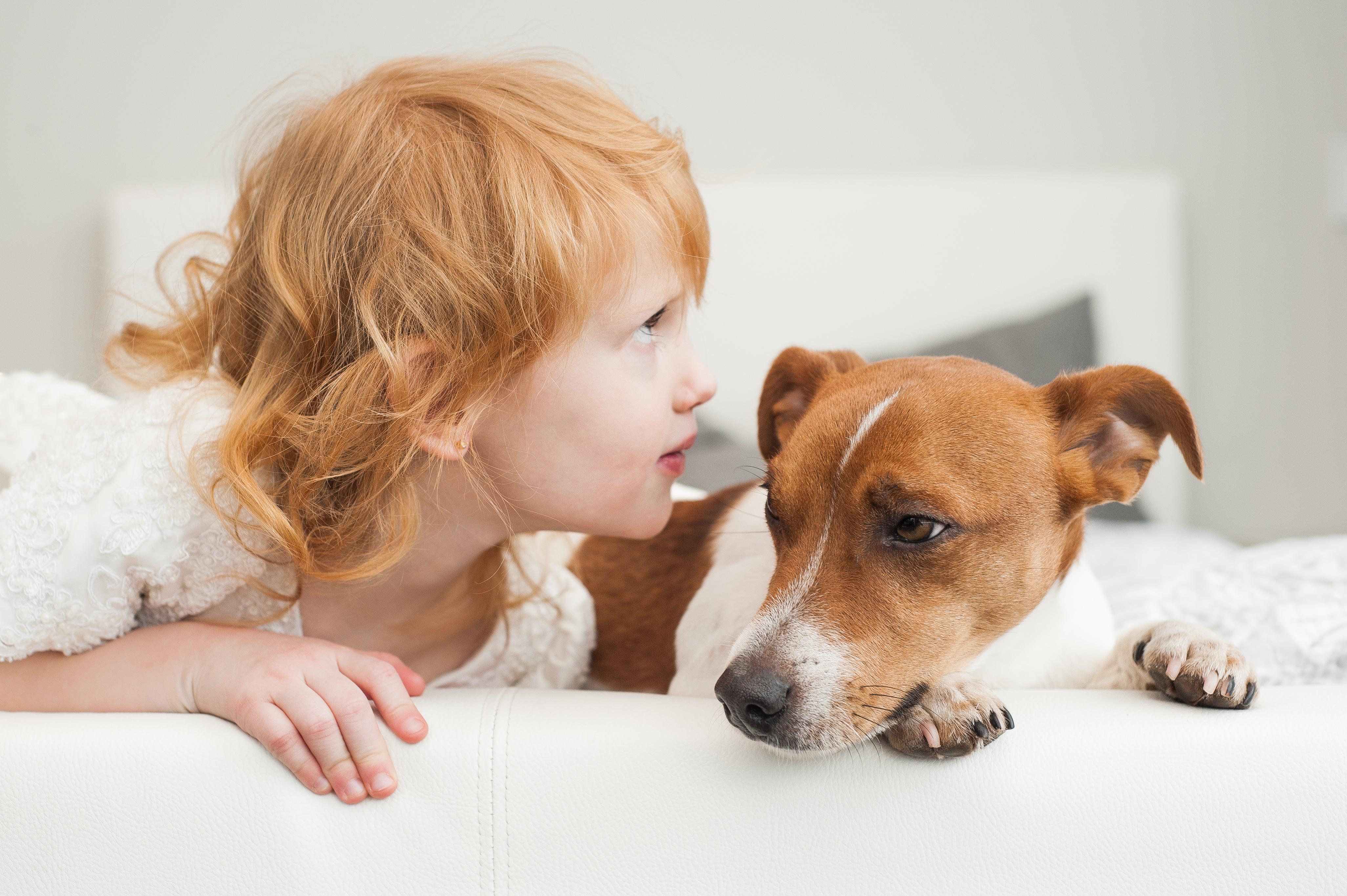 Att prata med exempelvis sin hund kan vara tecken på en aktiv fantasi.