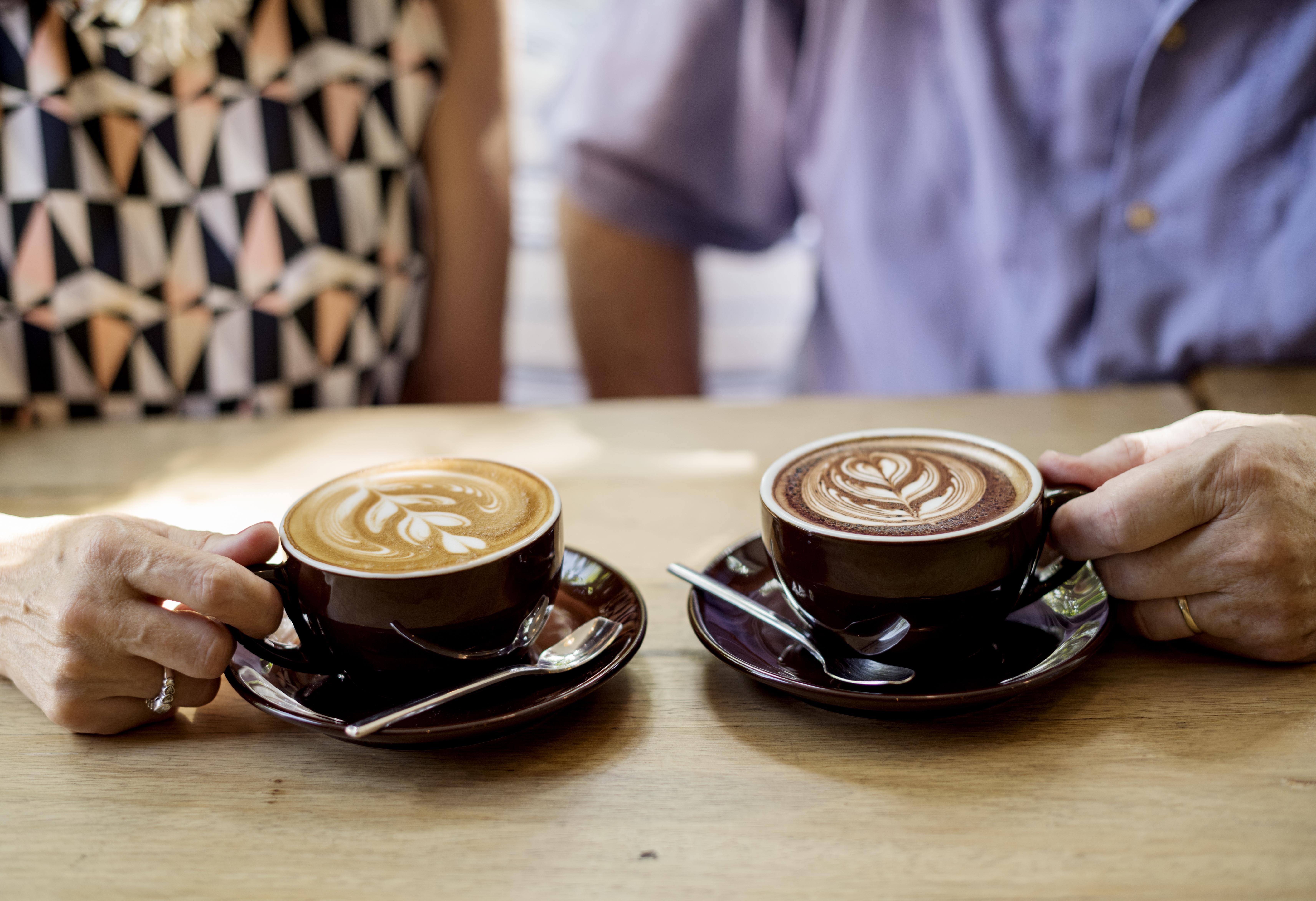 Studien visar att man med fördel kan dricka tre koppar kaffe om dagen och därmed skydda hjärtat.