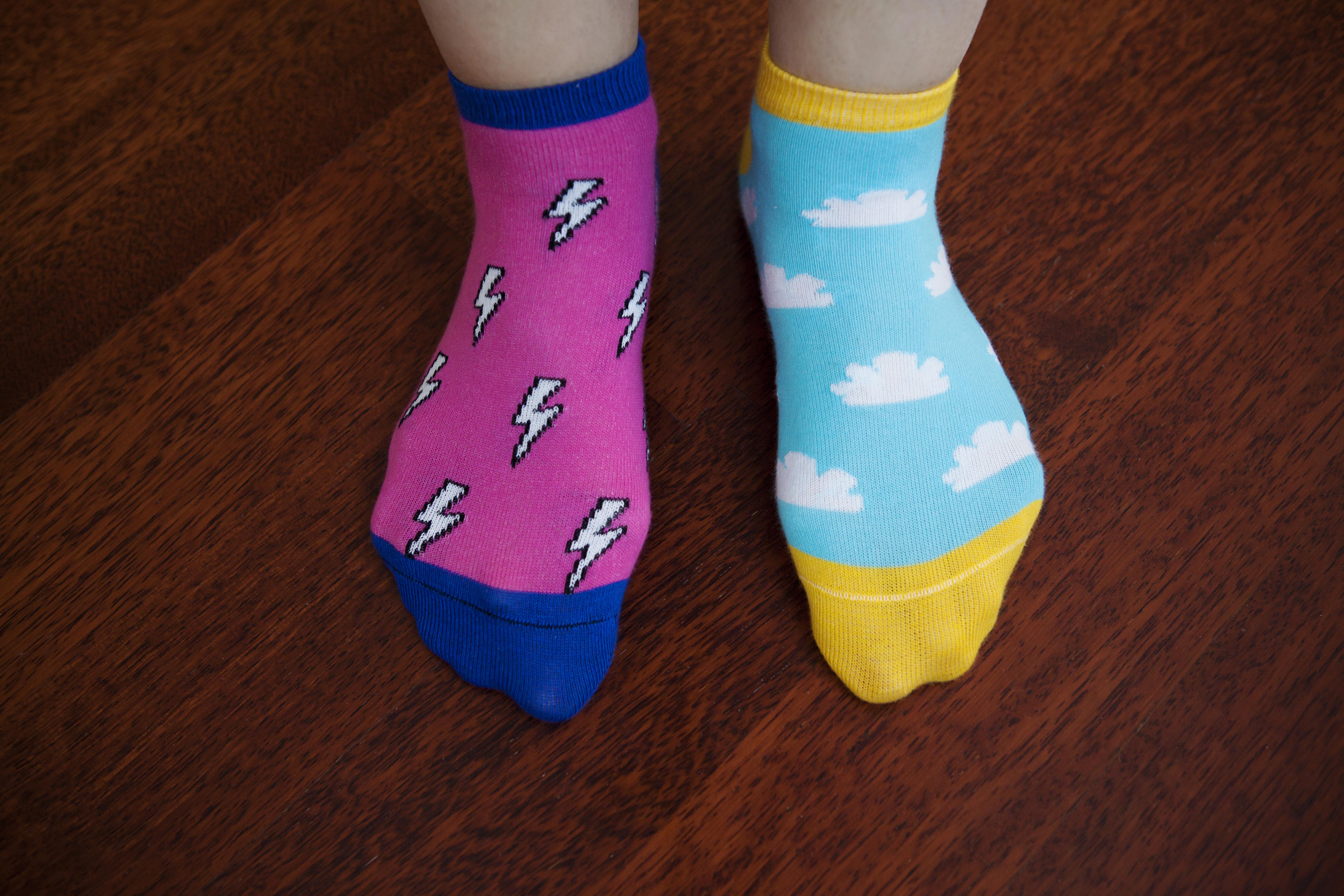Var med och uppmärksamma Downs syndrom genom att bära omaka par strumpor den 21 mars.