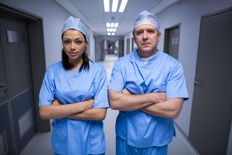Förra året var löneskillnaden i genomsnitt 4 382 kronor mer för männen, visar färsk statistik från Läkartidningen.