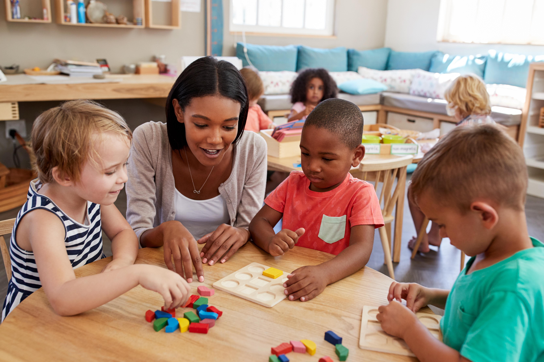 Att det ständigt är ny personal på förskolan gör att barnen kan få problem med att knyta an och känna tillit gentemot andra.