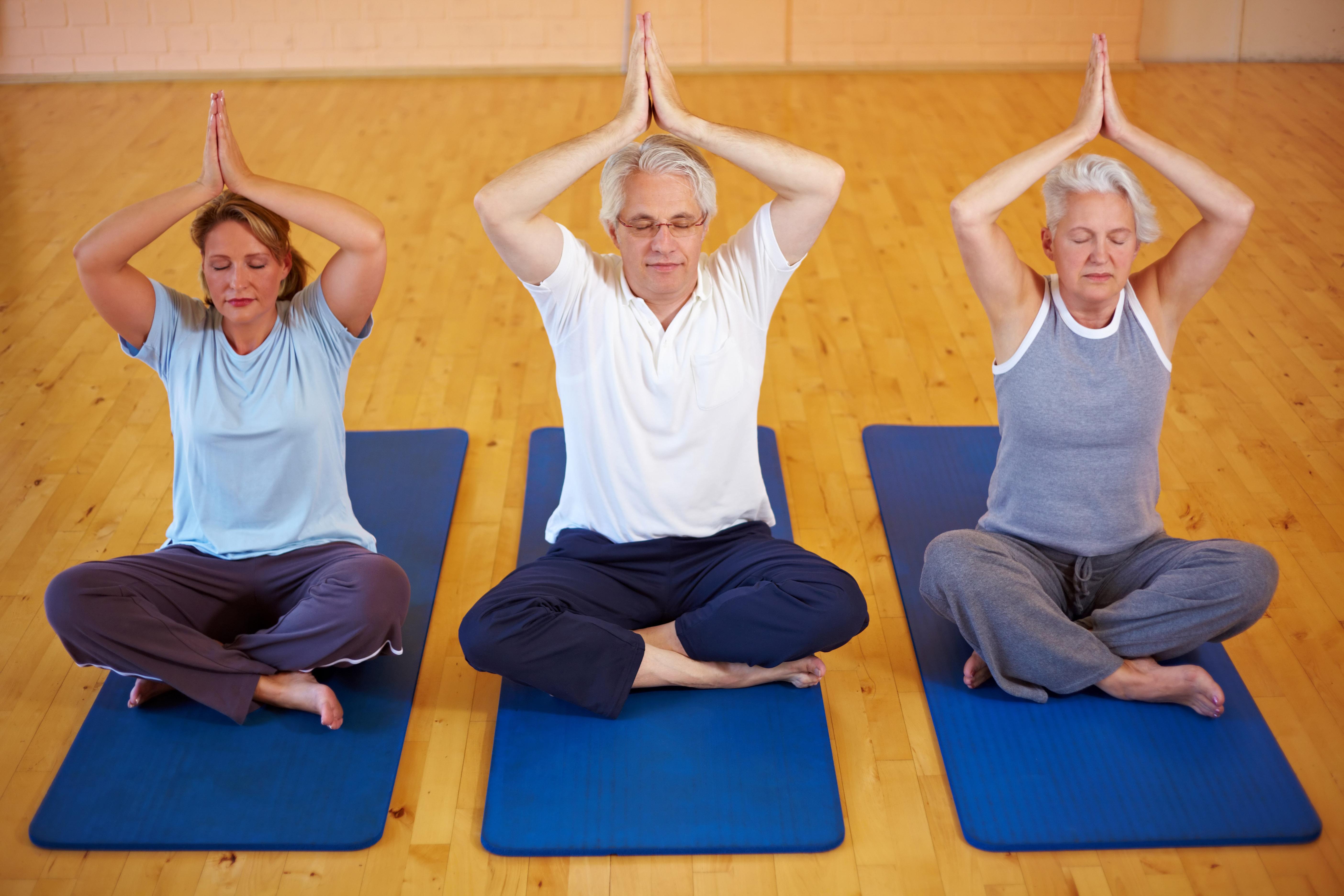 För de som drabbas av attackvisa förmaksflimmer kan det nu visa sig att yoga kan förbättra livskvaliteten enligt en ny svensk studie.