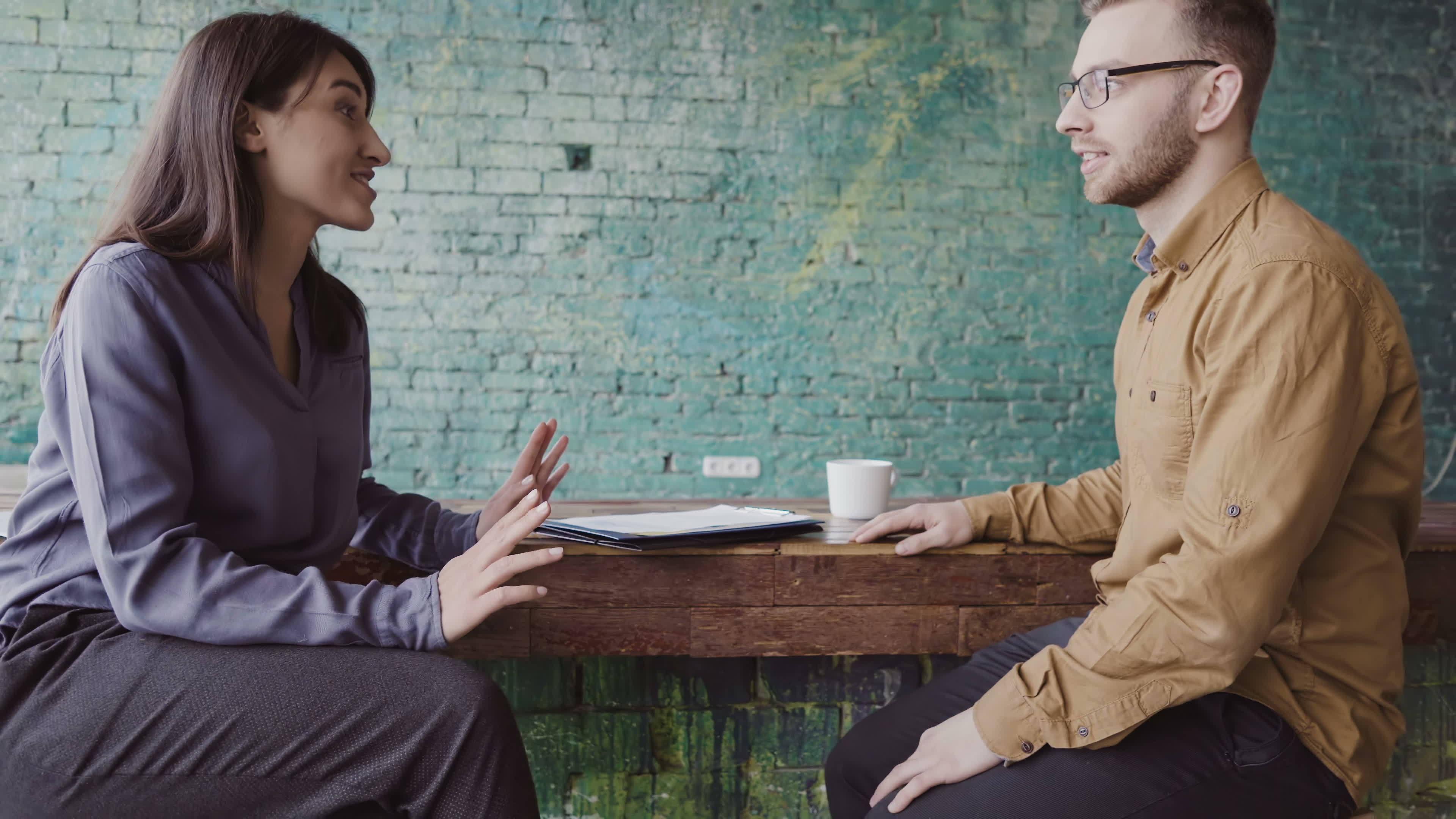 AD-A är anpassat för arbetsgivare så att de ska känna igen varningssignaler och sätta in åtgärder när medarbetare drabbas av stress eller annan ohälsa på grund av arbetet.