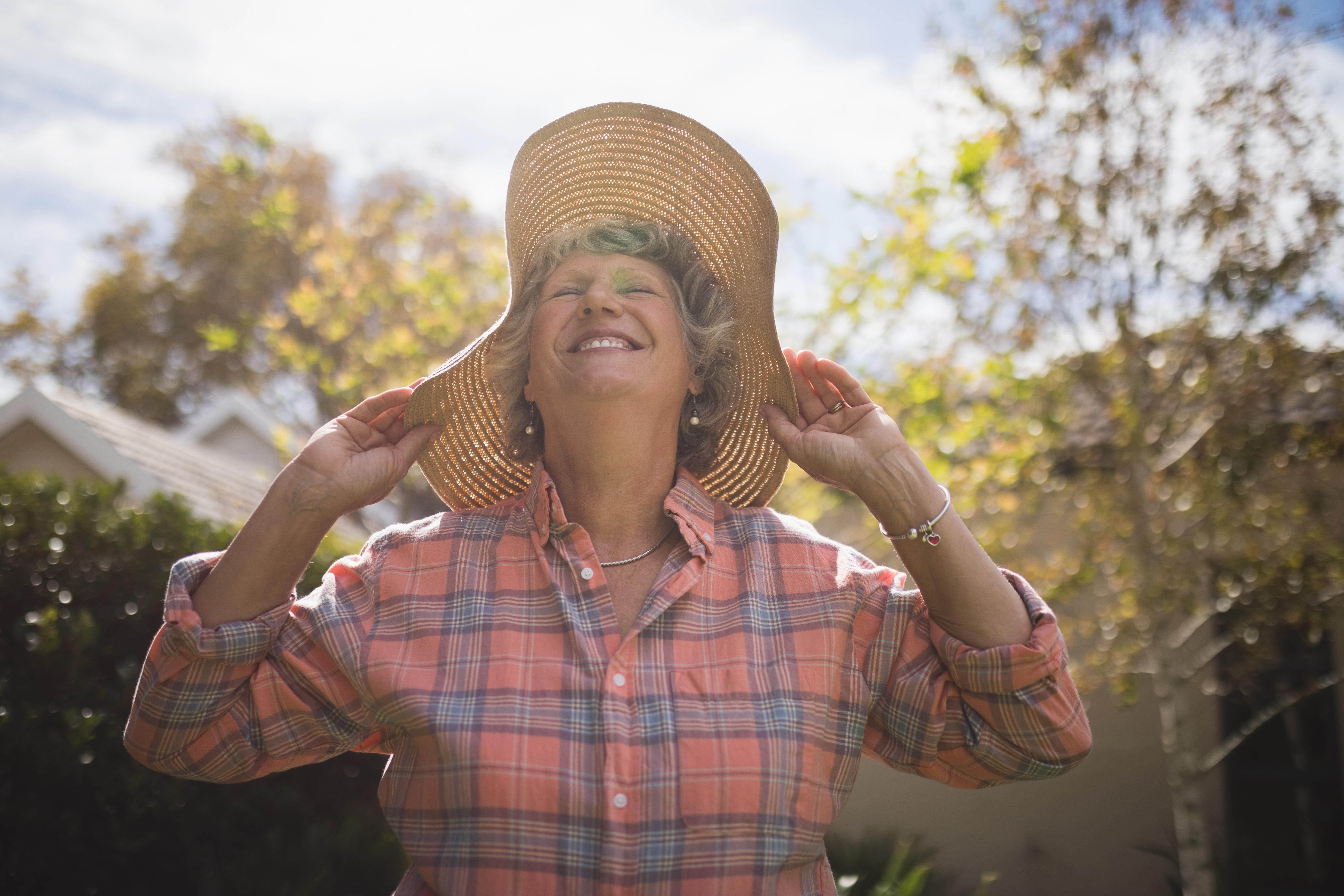 Många upplever att solen även påverkar humöret, att när solen tittar fram åker mungiporna upp.