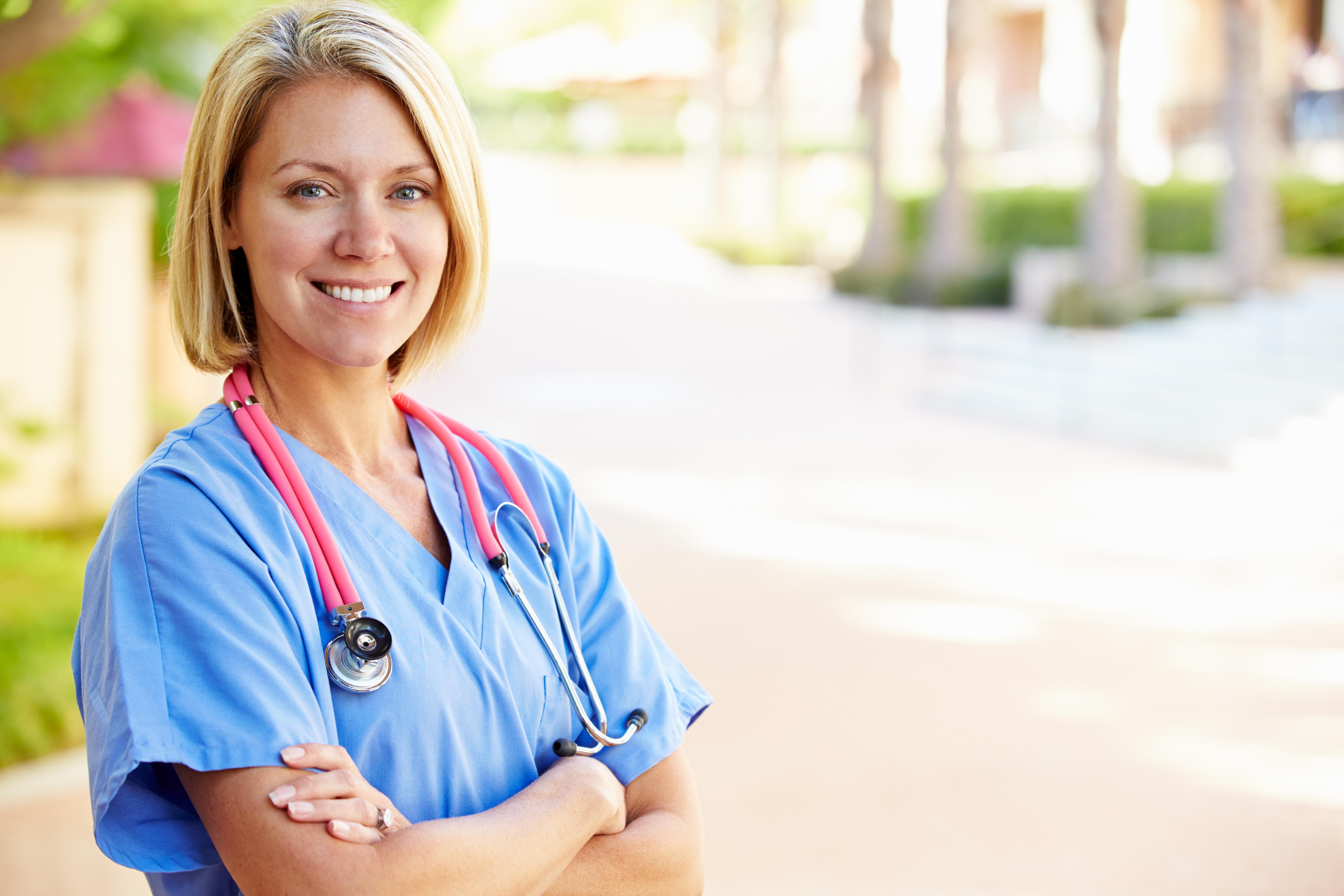 """TV4:s nya dramaserie """"Syrror"""" har mött kritik från verklighetens sjuksköterskor, bland annat för att den är orealistiskt."""