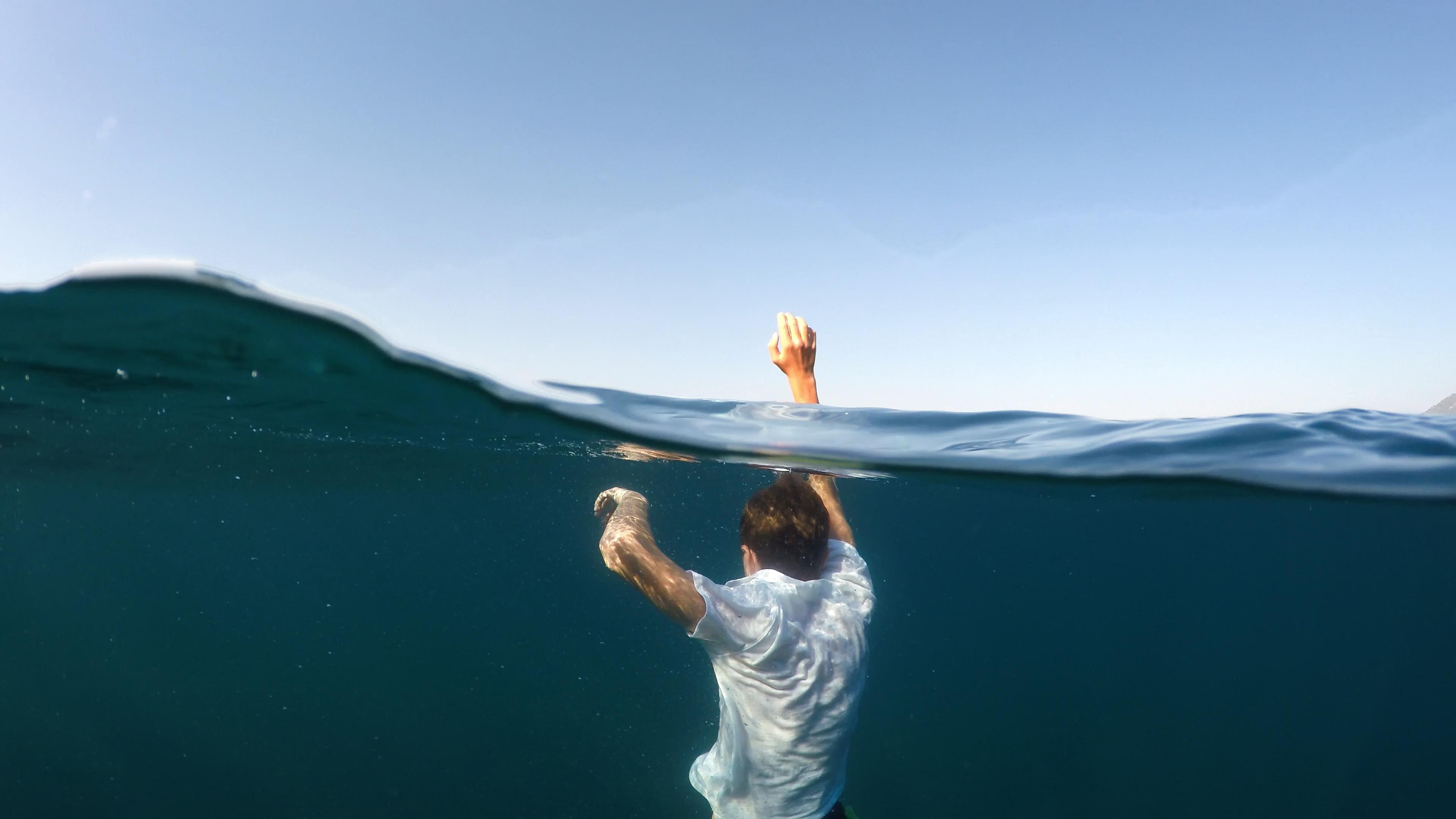 Drunkning är inte som på film, det innebär inte alltid flaxande armar och skrik på hjälp.