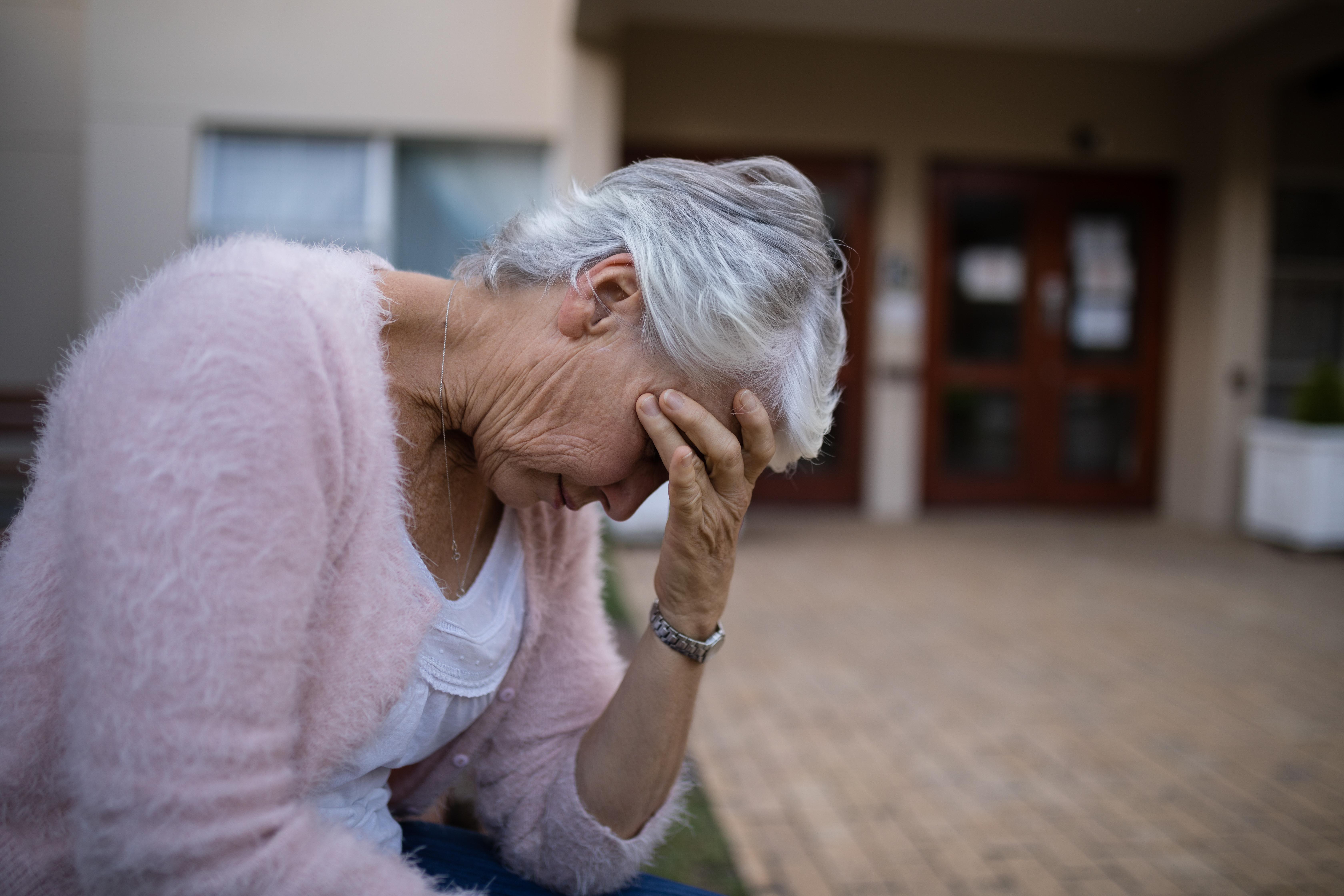 Typiska personen som har långvarig sjukfrånvaro på grund av en psykisk diagnos är en kvinna i 50-årsåldern som arbetar som undersköterska inom kommun och region och bor i Västra Götalands län.