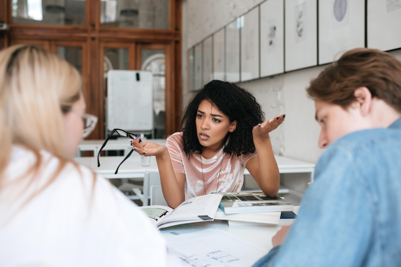 Att gnälla på jobbet kan vara ett sätt att ventilera som i förlängningen kan få dig att må bättre.