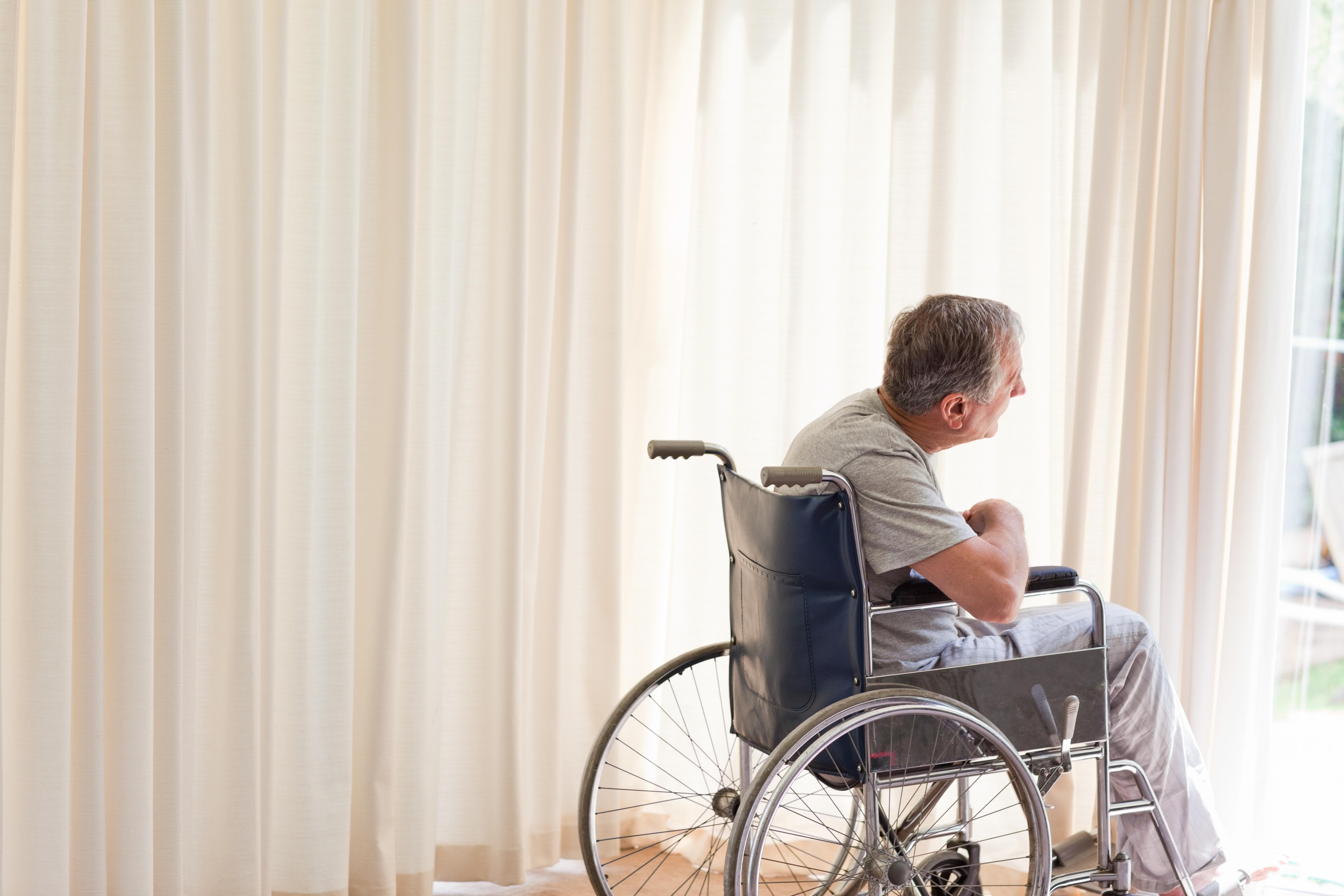 Spasticitet förutsätter en neurologisk sjukdom eller skada som ger upphov till kontinuerlig ökad muskelspänning.