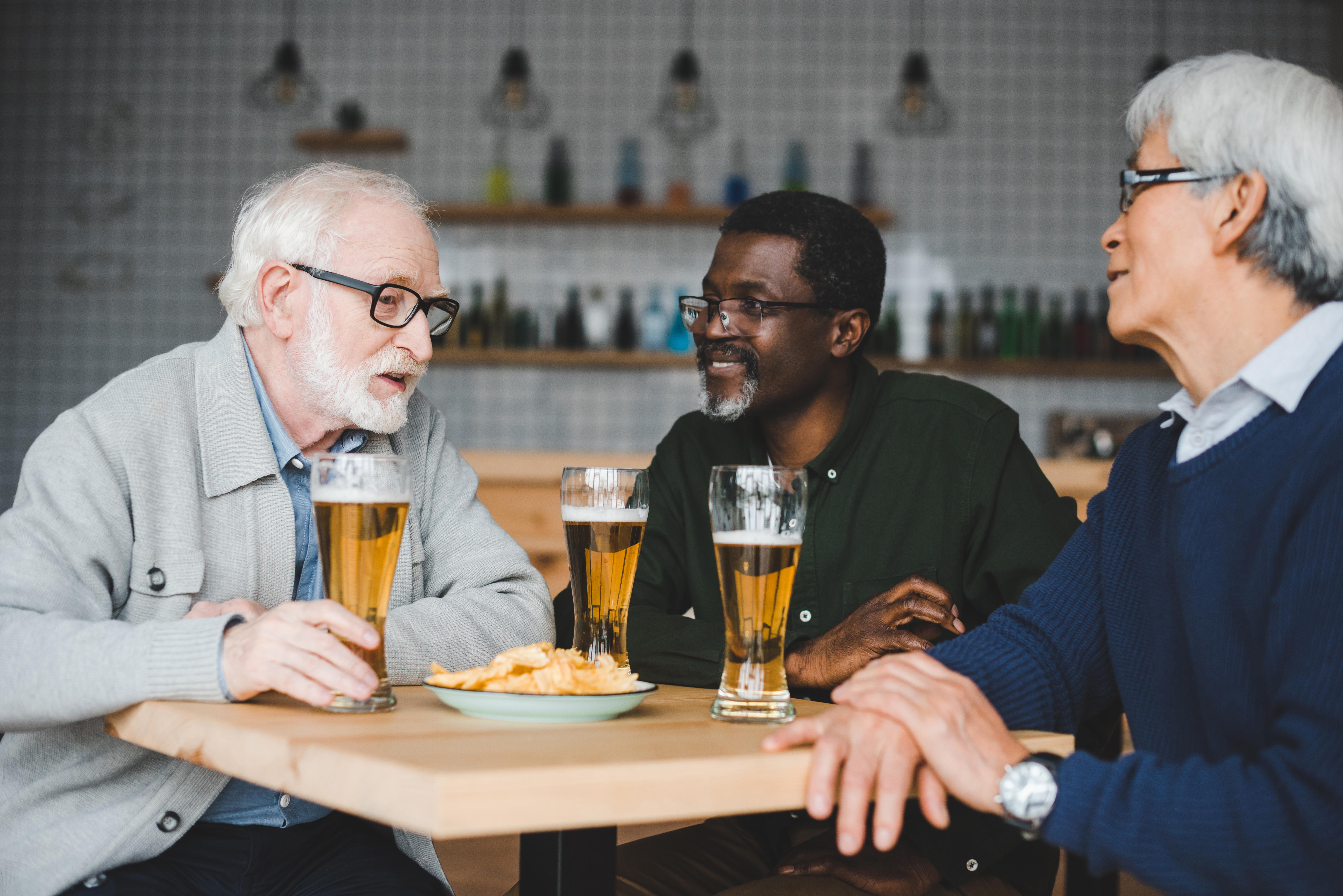 Studien visar en signifikant koppling mellan högre alkoholintag och ökad risk för venös trombos hos män.