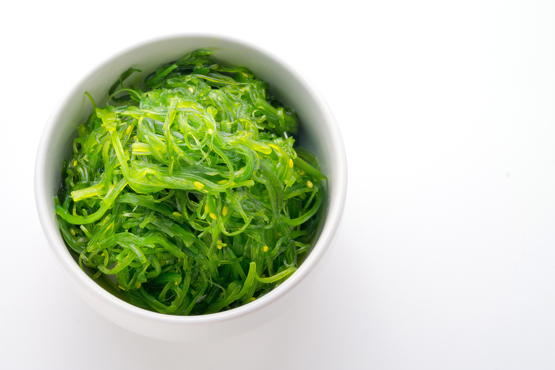 Japaner hör till de mest långlivade människorna på jorden och vissa forskare tror att deras intag av alger – otroliga fem kg per person och år – spelar en roll i detta.