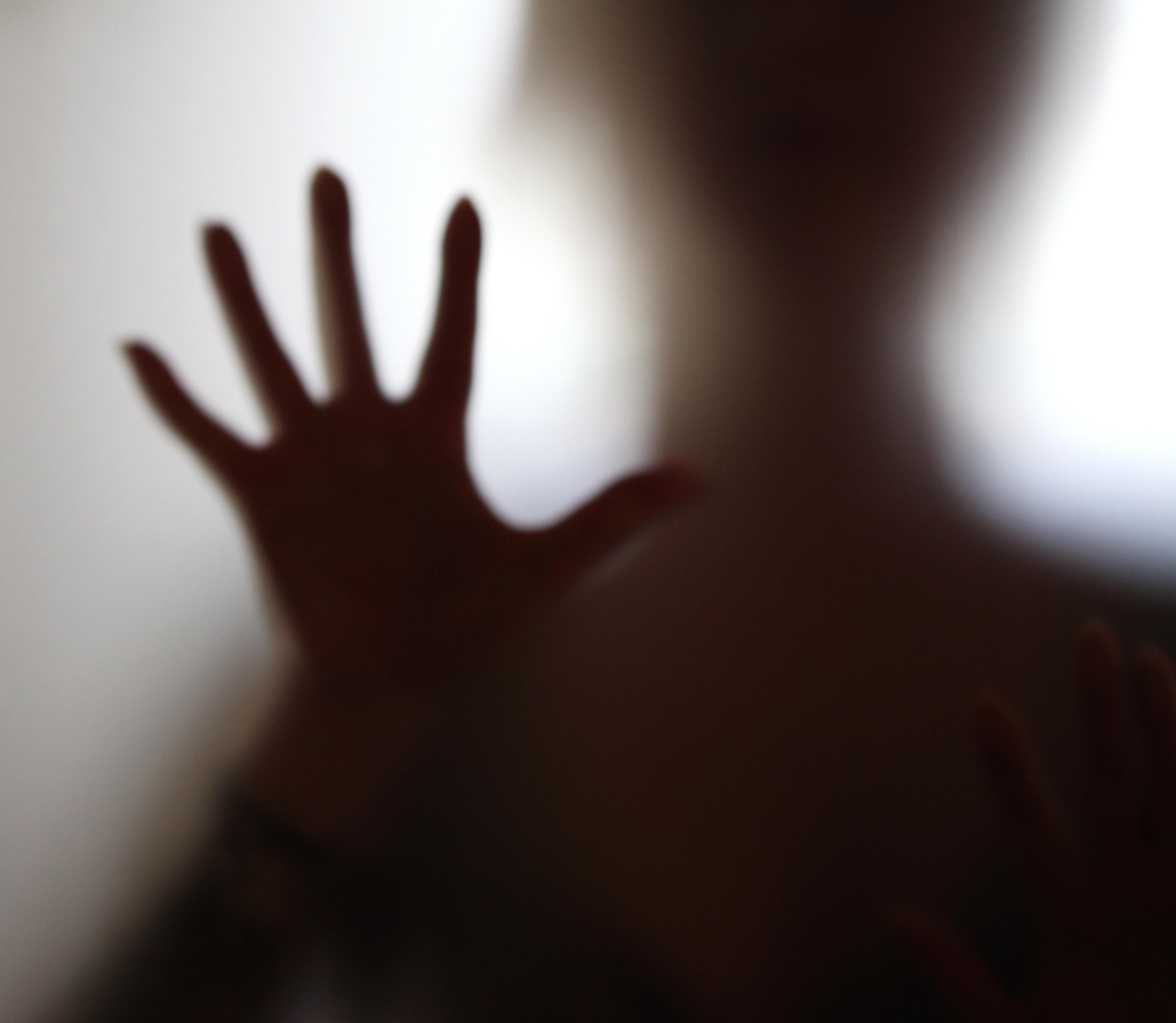 Panikångest är en reaktion på att kroppen signalerar rädsla eller fara.