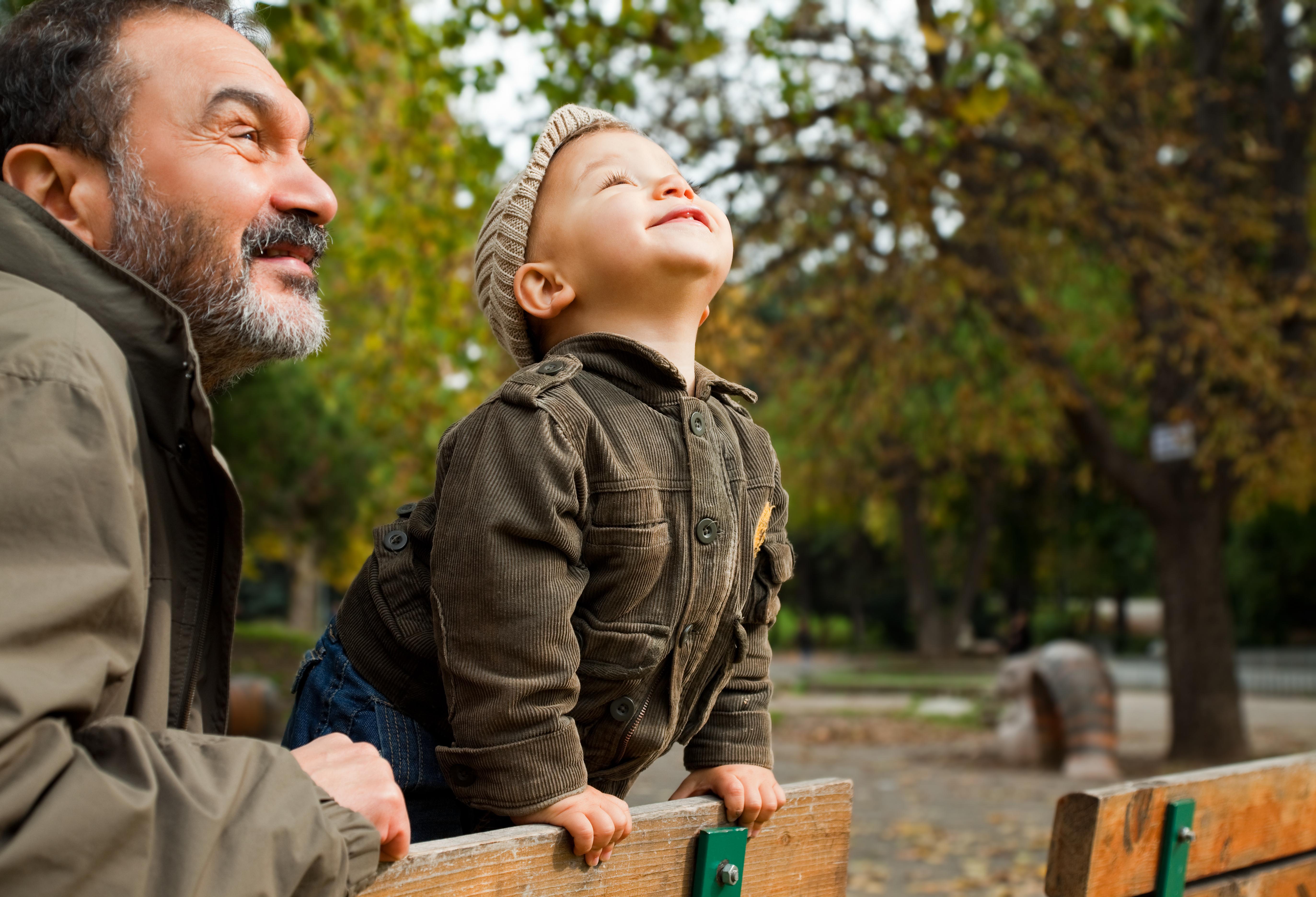 En kinesisk studie visar att barn som vistas mycket utomhus mer sällan blir närsynta än andra barn.