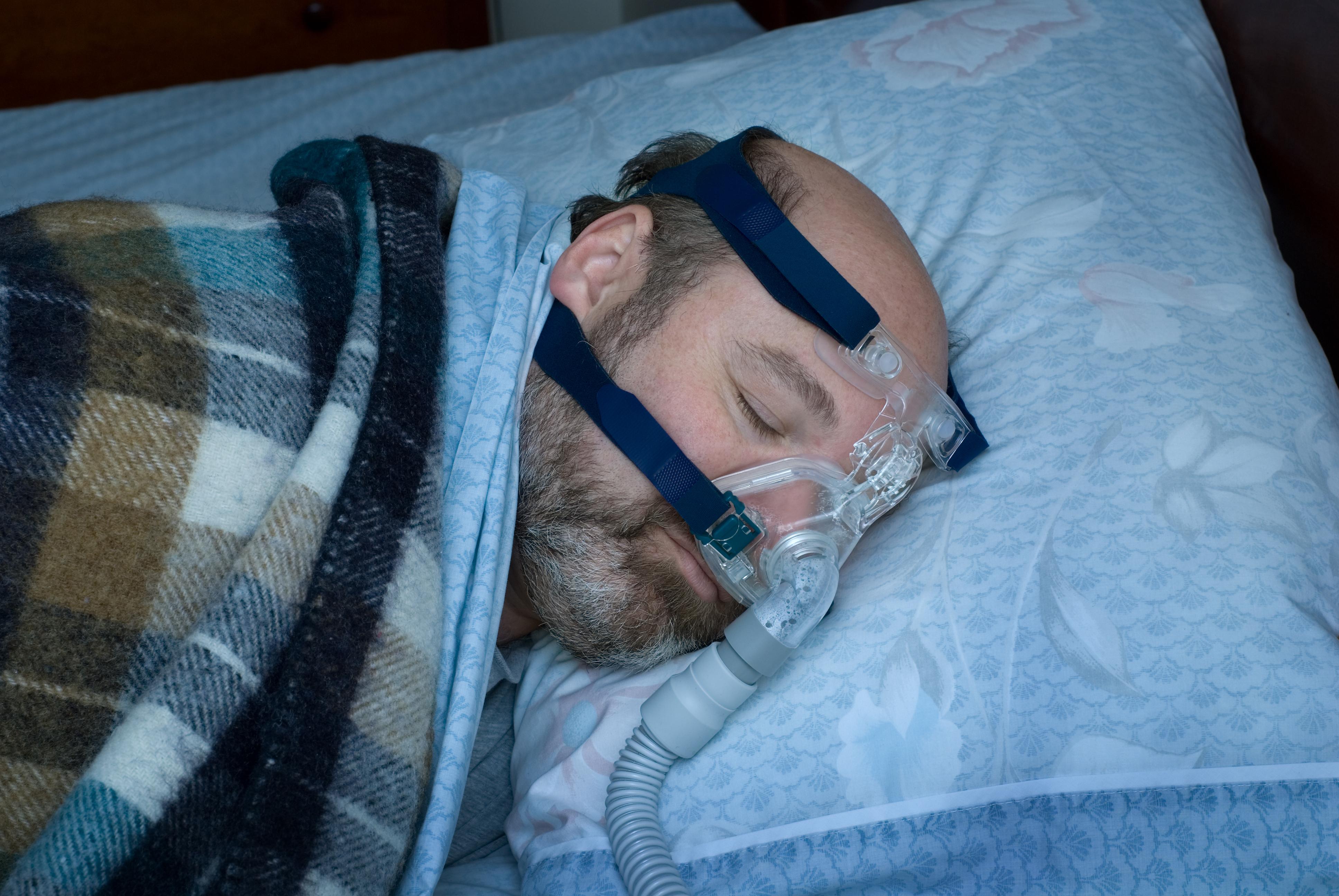 Nio av tio personer i undersökningen har efter diagnos fått behandling med en mask och maskin (så kallad CPAP) som ger luft när de sover.