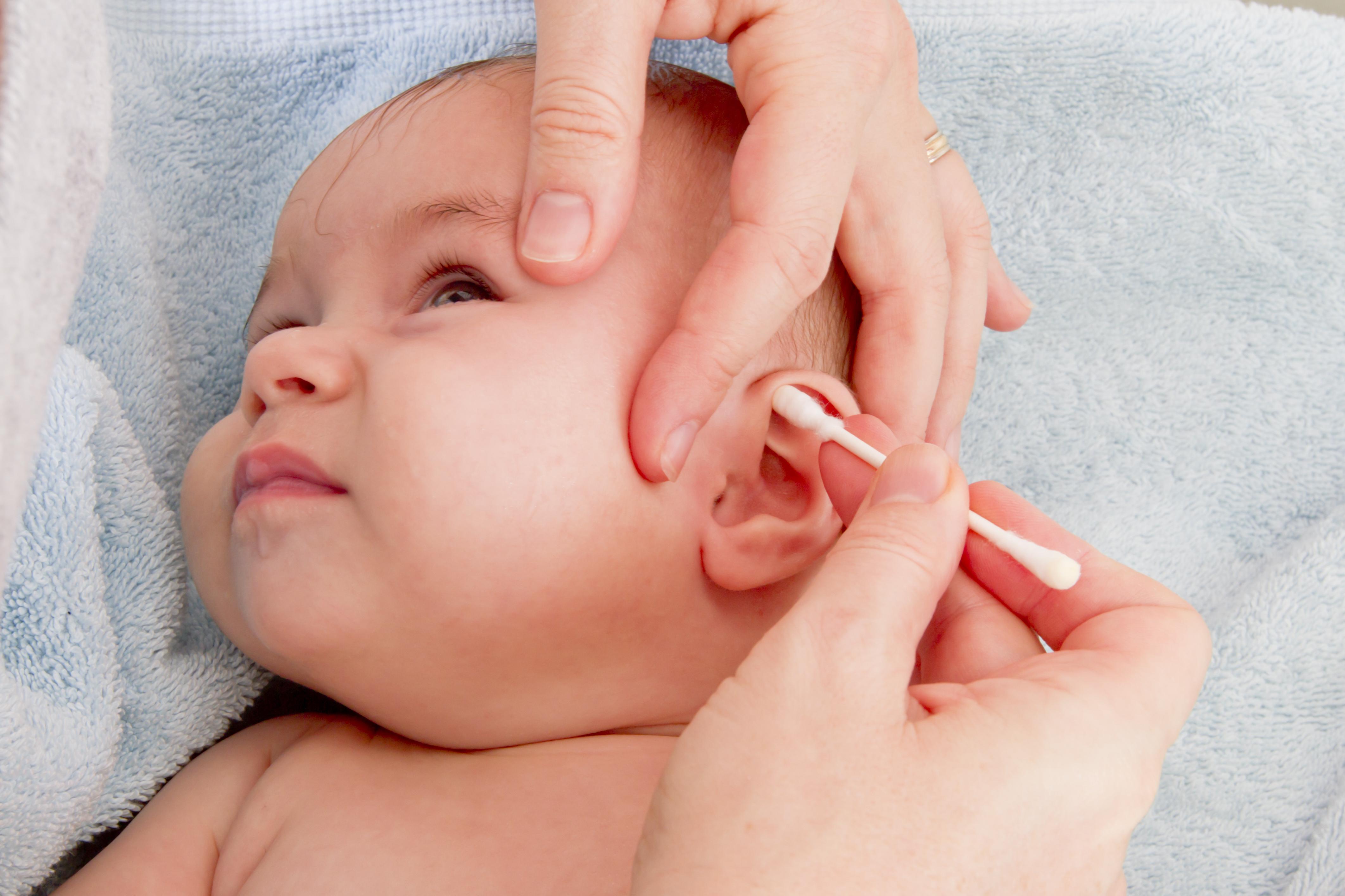 Om man tar bort för mycket öronvax ökar risken för inflammationer.