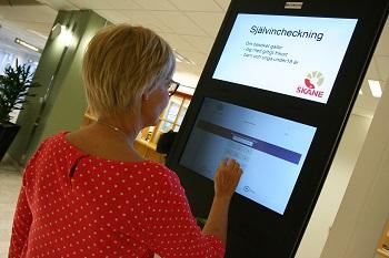 Tjänsten med självincheckning testas på Centralsjukhuset i Kristianstad och om allt går väl ut kan det bli aktuellt även på andra sjukhus.