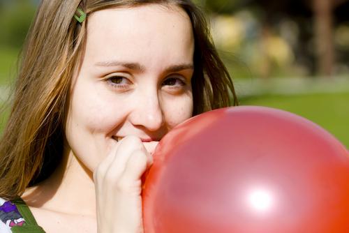Är dina lungor tillräckligt friska för att blåsa upp en ballong? Visa vad du kan genom att lägga upp din selfiebild på sociala medier.