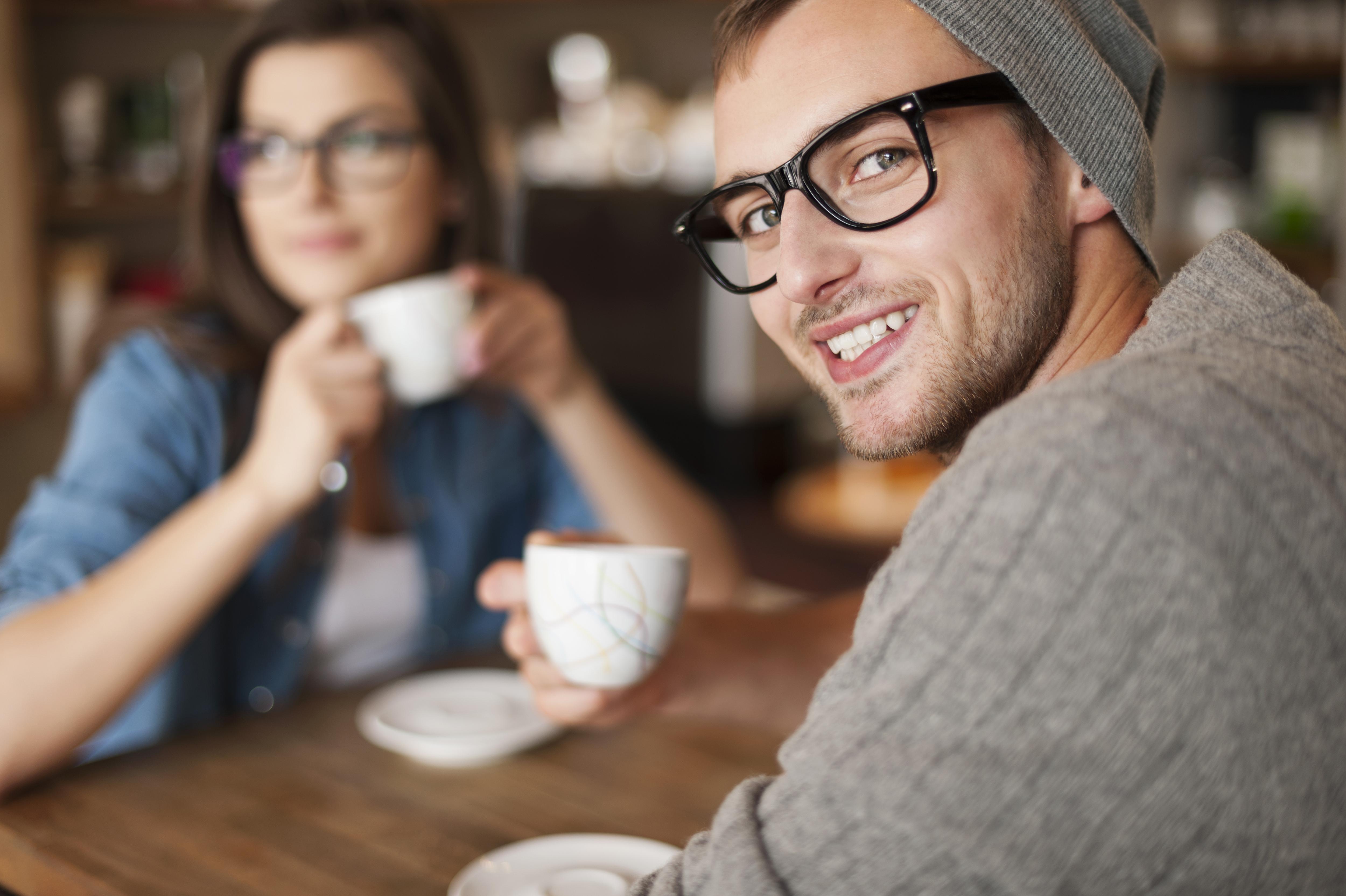 Starkt kaffe kan vara bra för tandhälsan men bara om det dricks utan mjölk, socker och grädde.