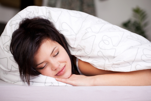 Femtonåringar går enligt den aktuella studien och lägger sig en timme senare än nioåringar.